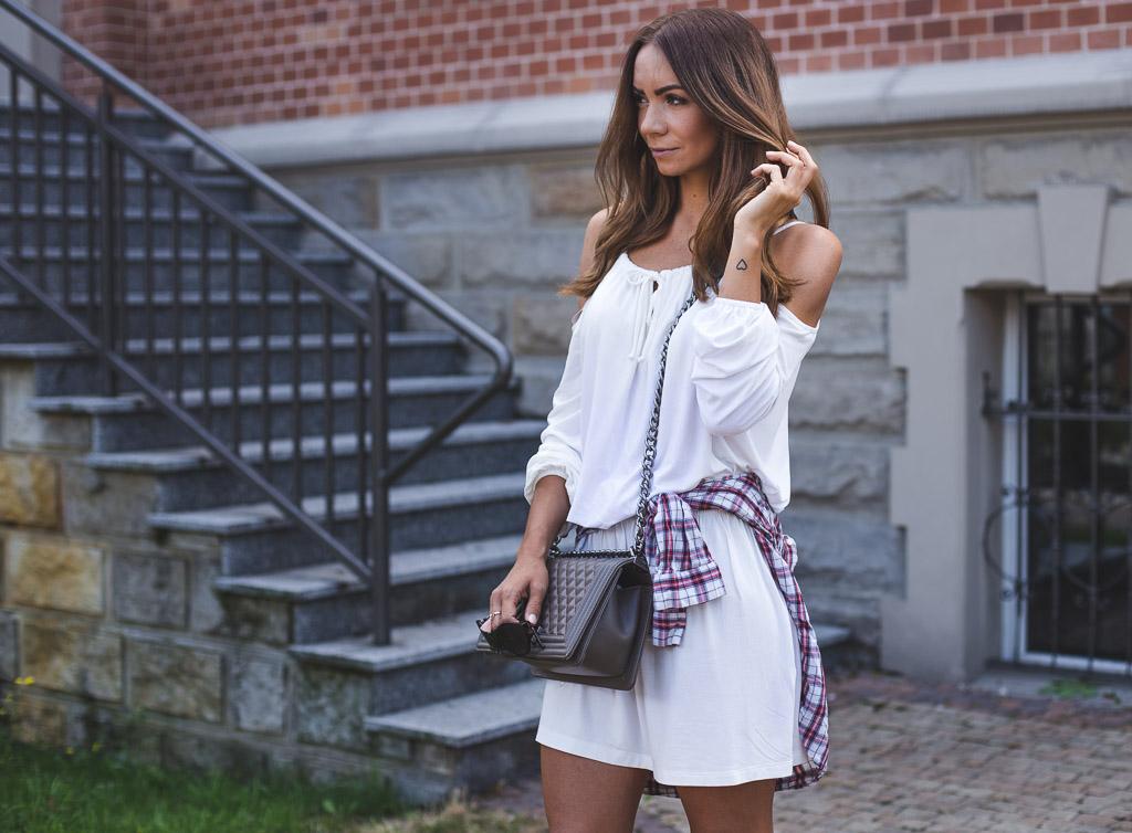 Strój dnia, biała sukienka