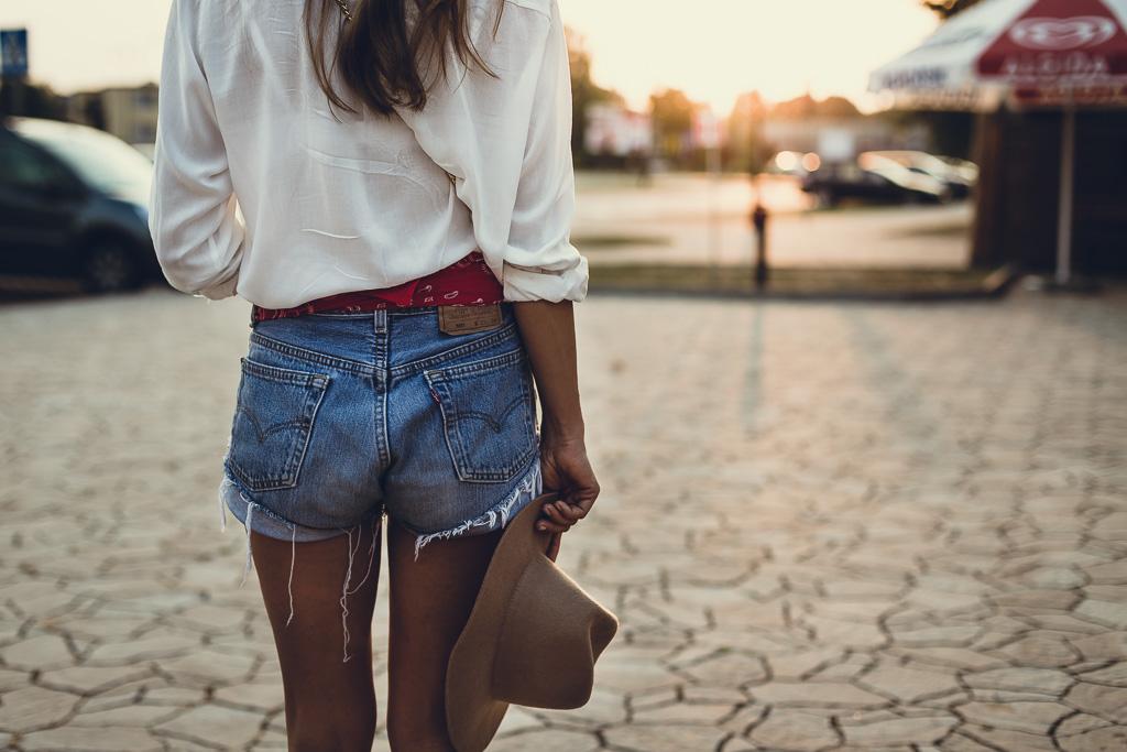 Biała koszula + szorty