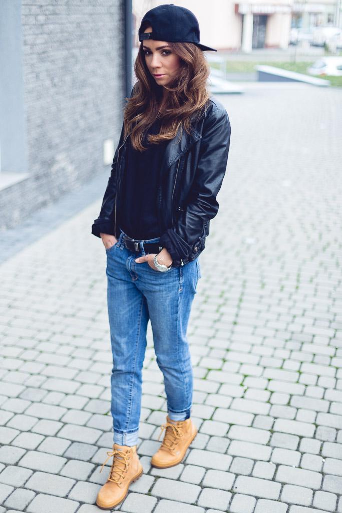 Snaback + boyfriend jeans