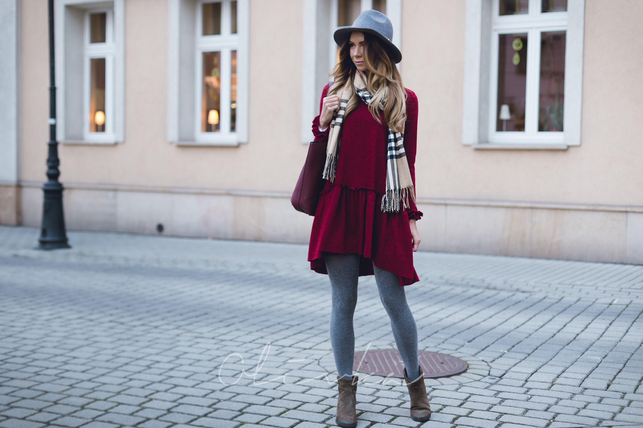Płaszcz camel, płaszcz pull&bear, rajstopy calzedonia, sukienka jesienna