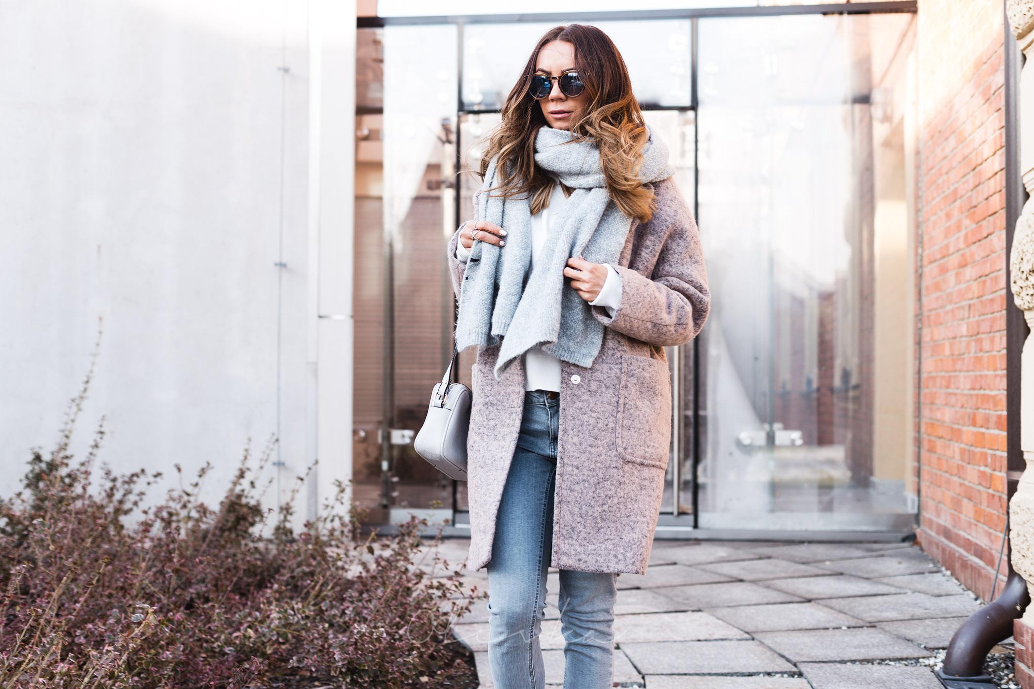 Płaszcz wełniany, płaszcz aggi, olivka blog, modna mama