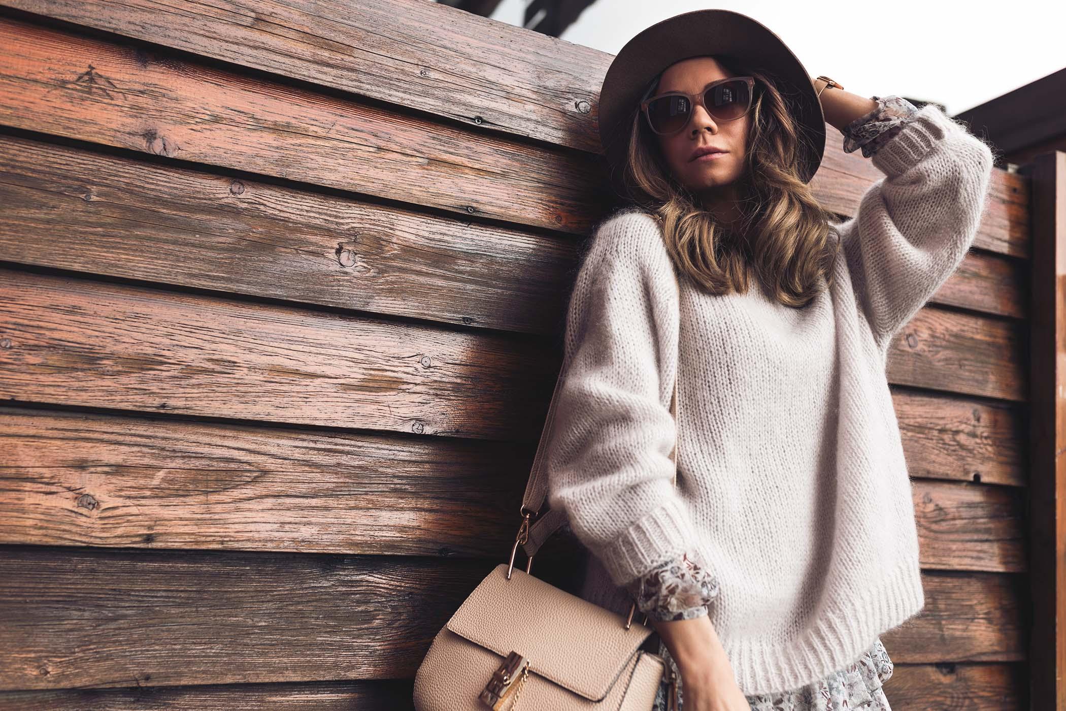 bunny the star sweter, moherowy sweter, ju lovi sukienka