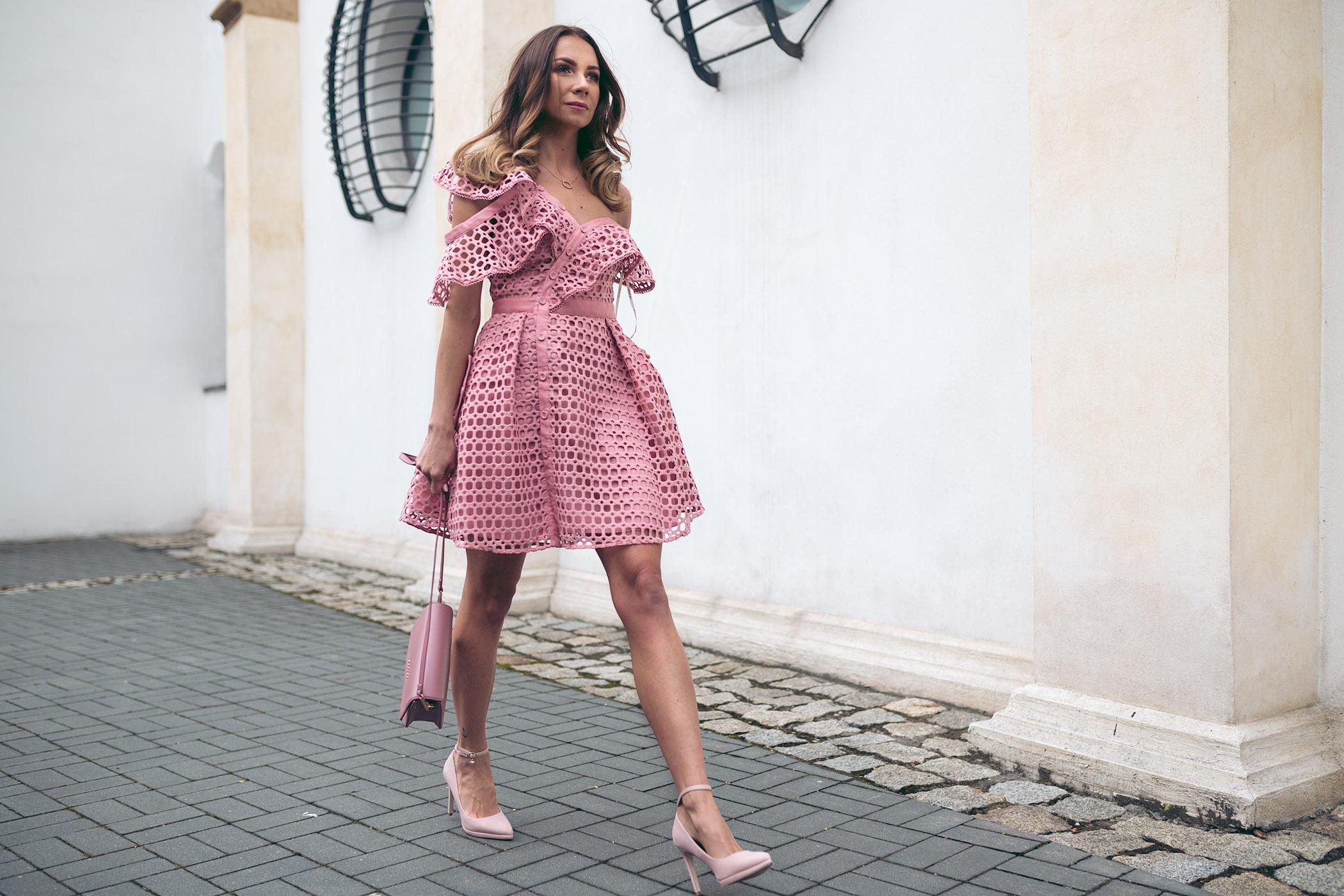 Sukienka Self Portrait, wypożyczalnia sukienek od projektantów, Self Portrait różowa