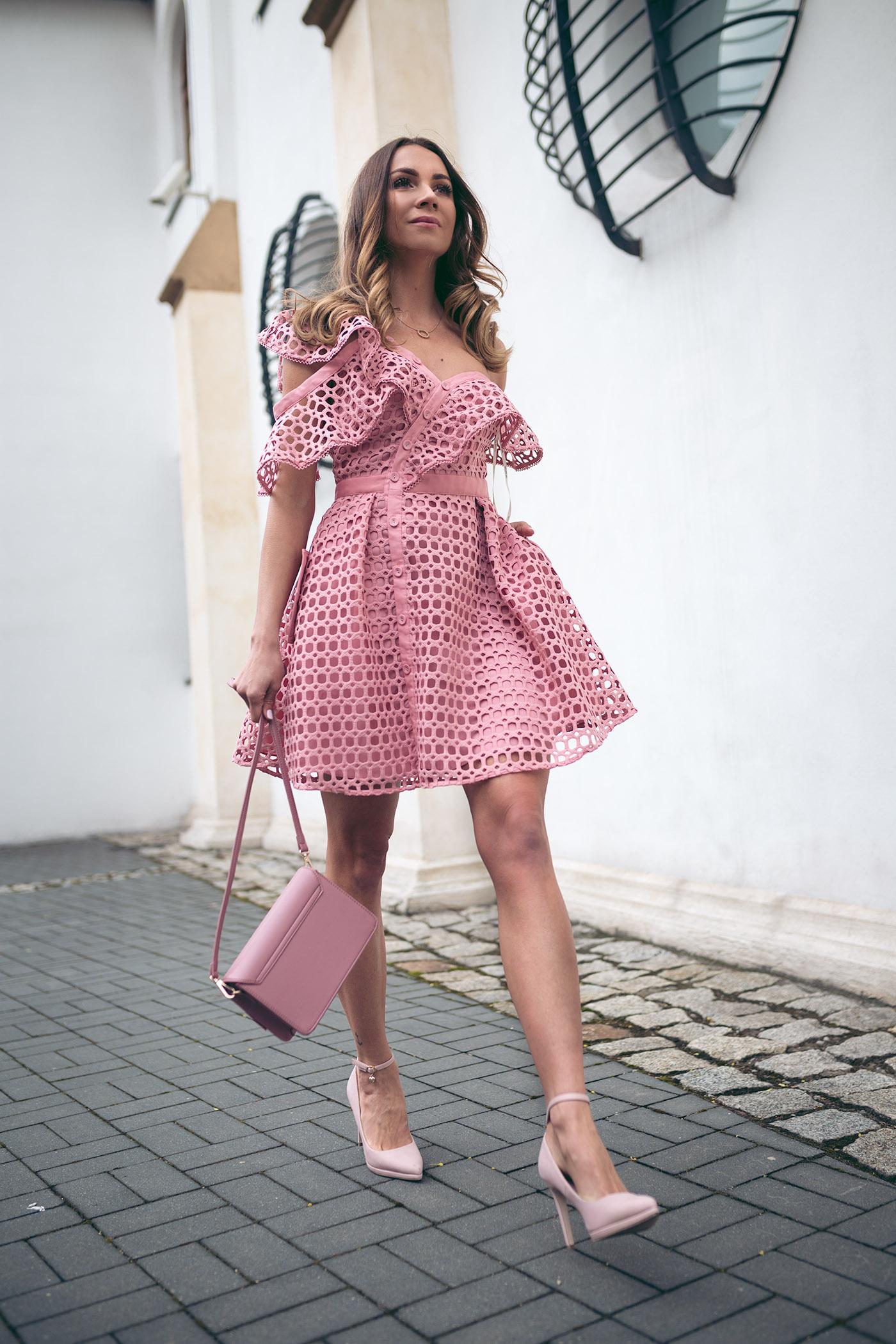 Sukienka Self Portrait, wypożyczalnia sukienek od projektantów, Self Portrait różowa, Love The Dress, najmodniejsza mama, love the dress