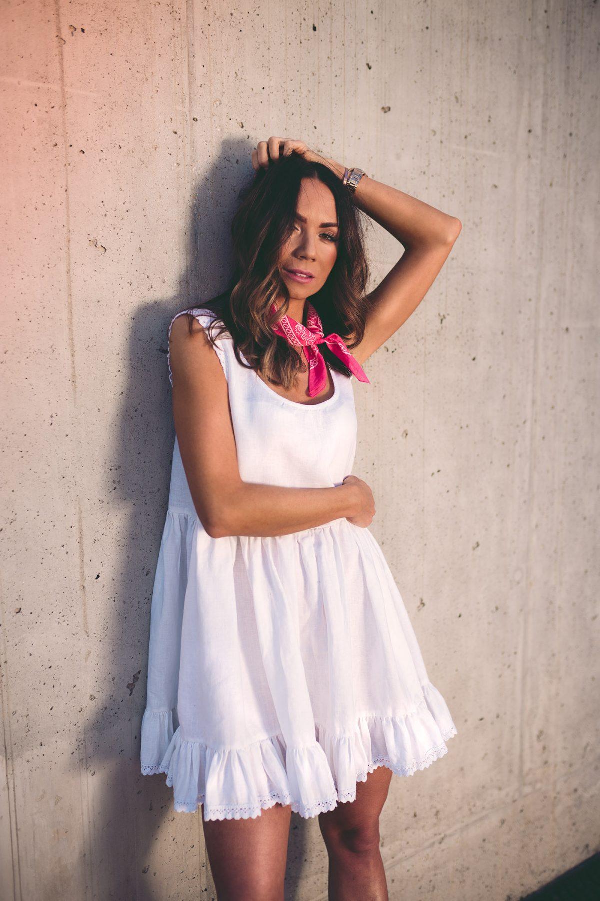 Sukienka mini – jak oczarować, a nie szokować?