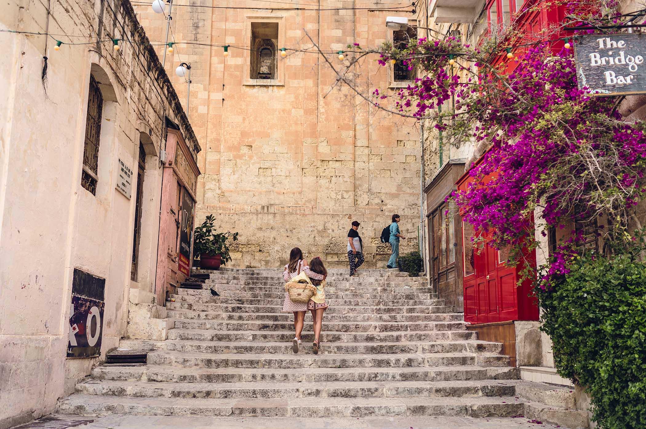 budka telefoniczna Malta, Malta, La Valletta ciekawoski, Valletta ciekawostki, Uliczki Valletty