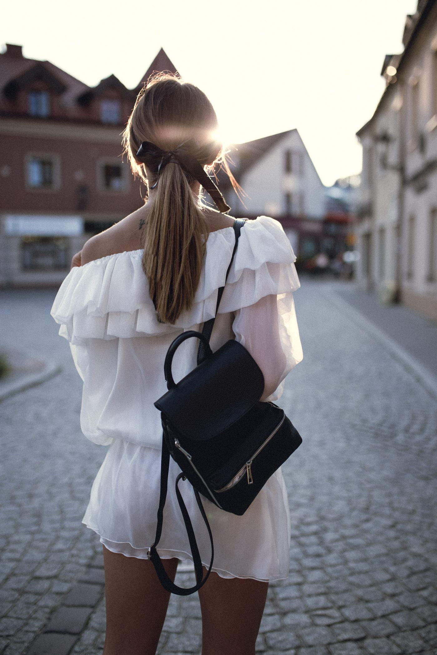 Sukienka Lavenoir, sukienka z jedwabiu, modna mama, plecak ryłko, Pszczyna