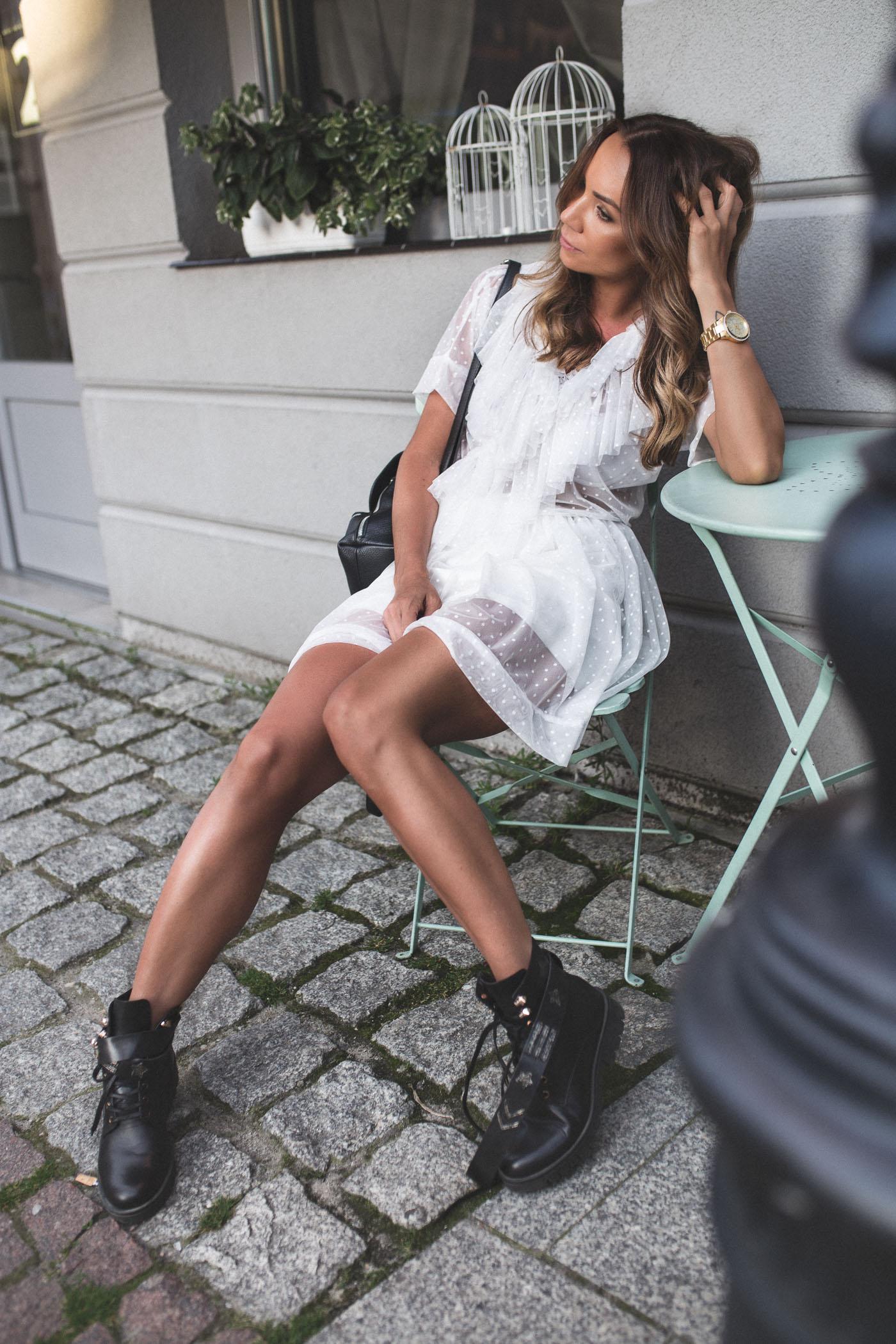 Sukienka Monika Świderska, botki biker boots, botki carinii, botki eobuwie