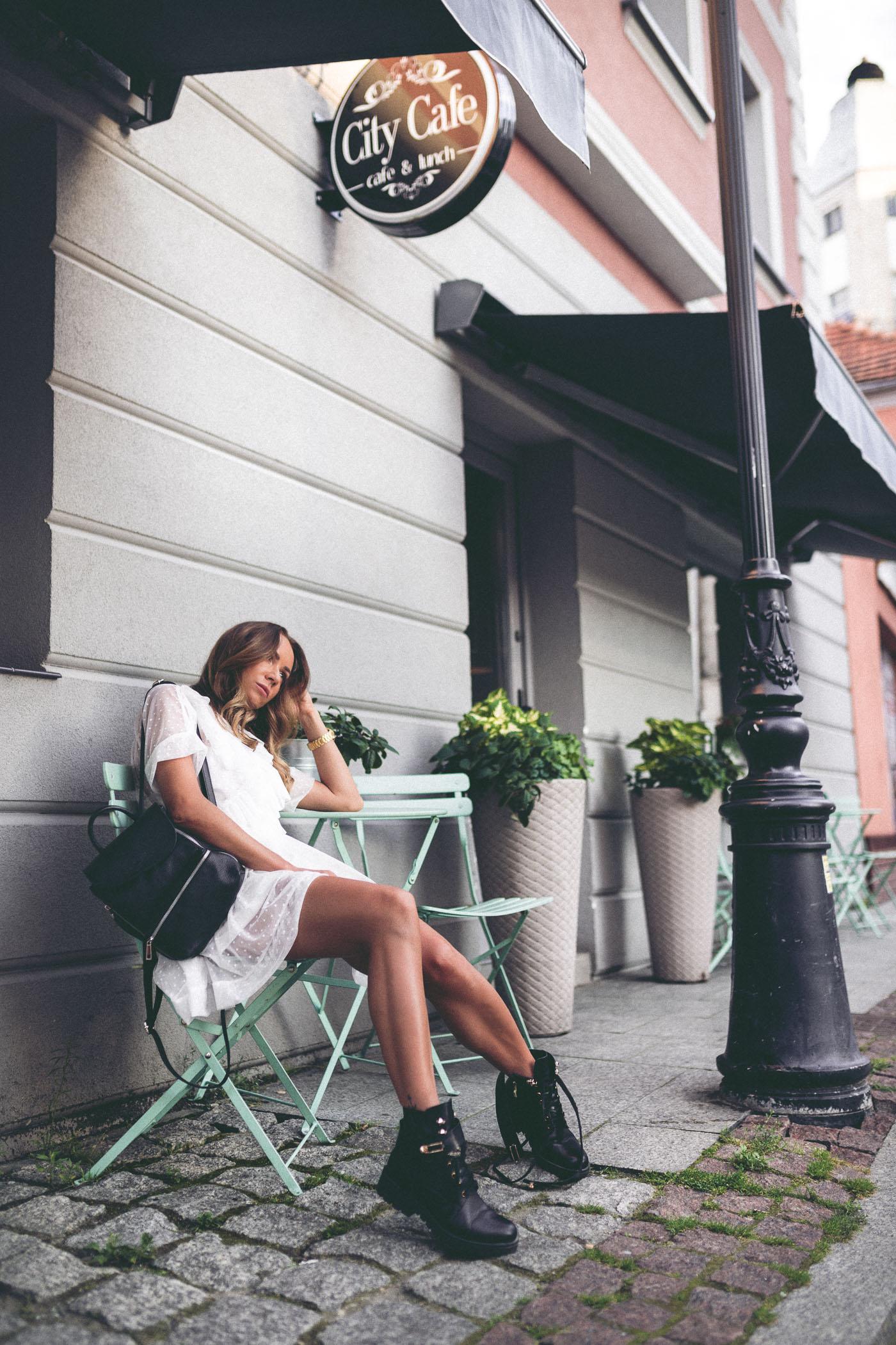 Sukienka Monika Świderska, botki biker boots, botki carinii, botki eobuwie, City Cafe Jarocin