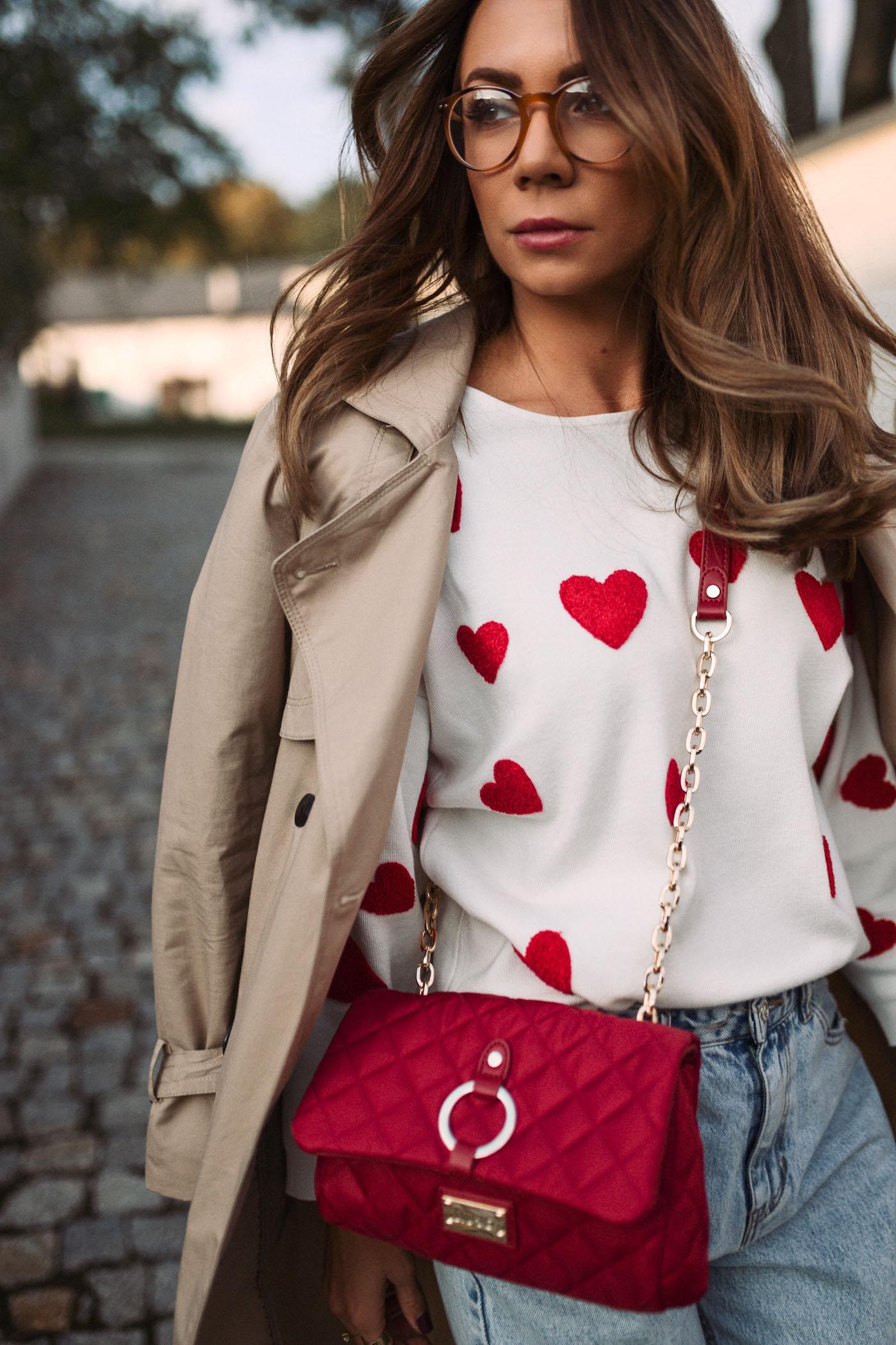 Sweter w serca zara kids, spodnie mom fit pull&bear, torebka LIU JO, Trench Mohito, Mohito płaszcz, modna mama, Olivka blog, stylowy blog