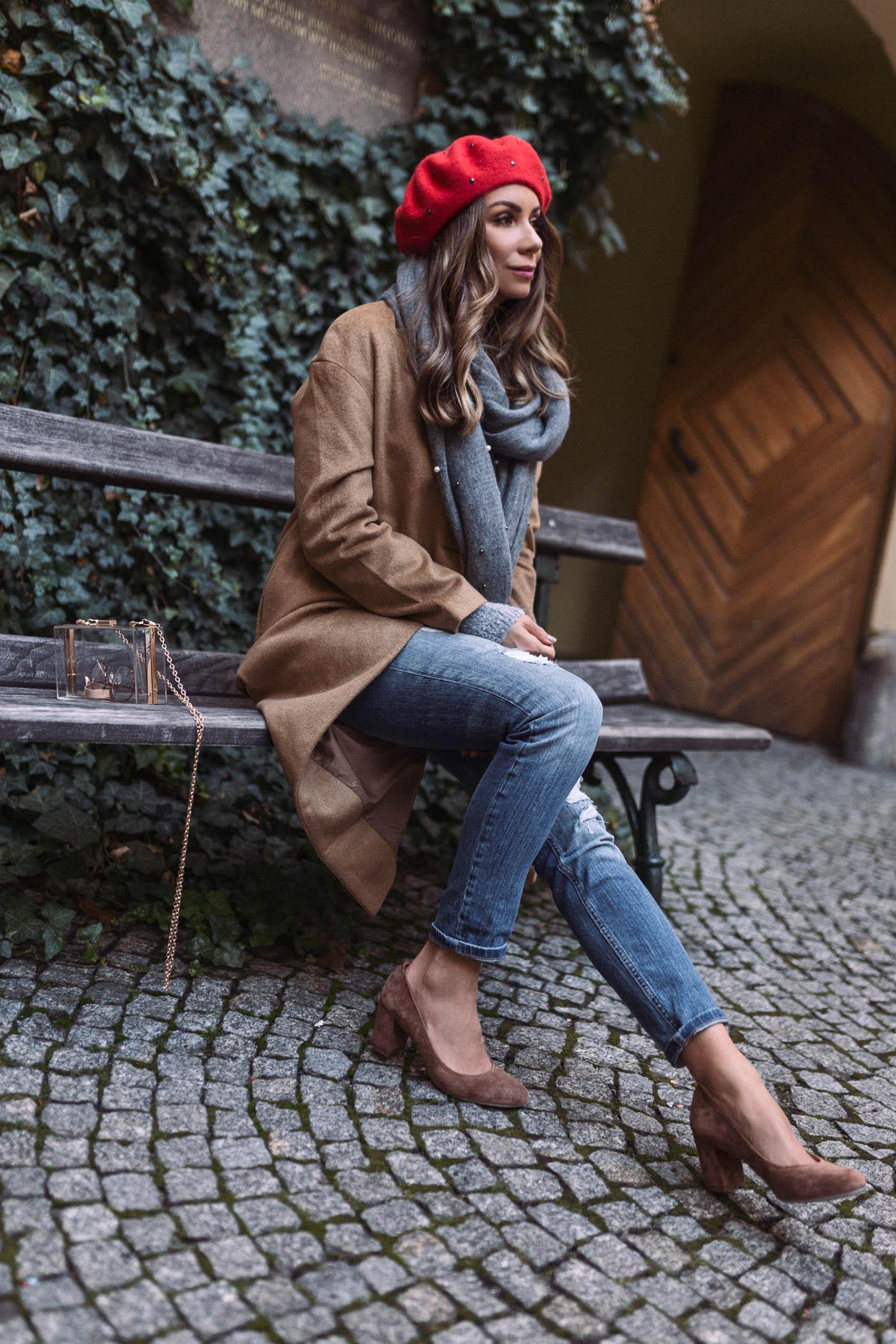 Płaszcz Orsay camel, spodnie boyfriend Orsay, beret Orsay