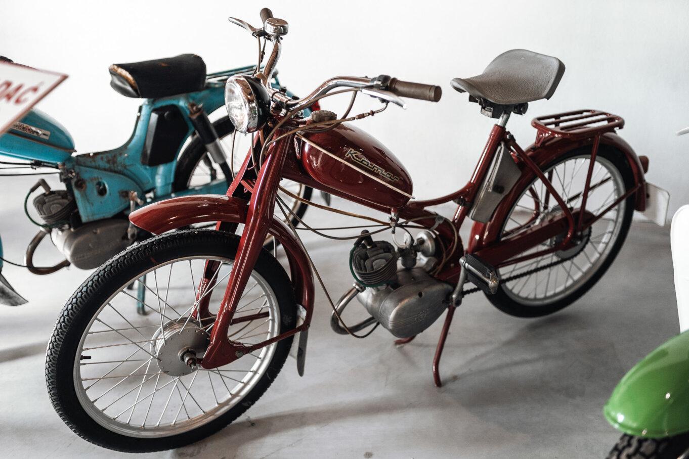 Zwiedzanie Śląskiego Muzeum PRL – zabytkowy motorower