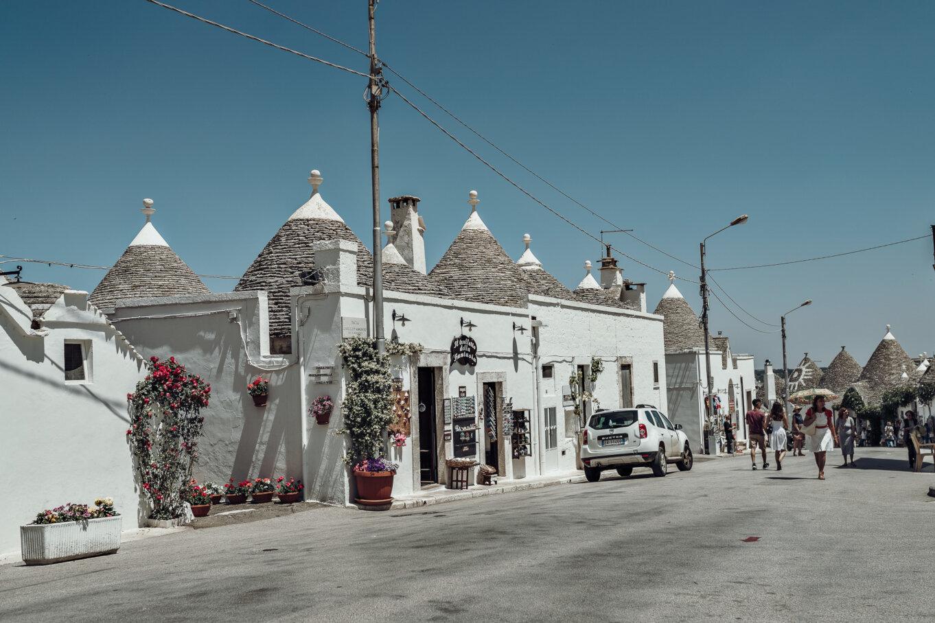 Domy z kamienia wapiennego w Zona Trulli