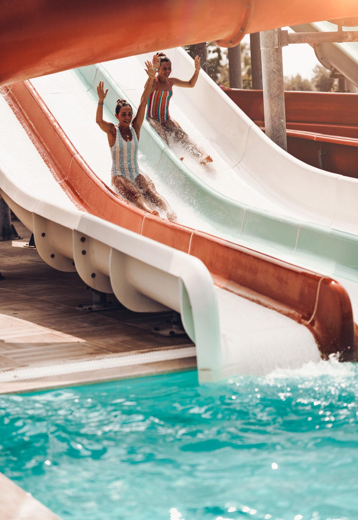 Turcja - zjeżdżalnia przy hotelowym basenie