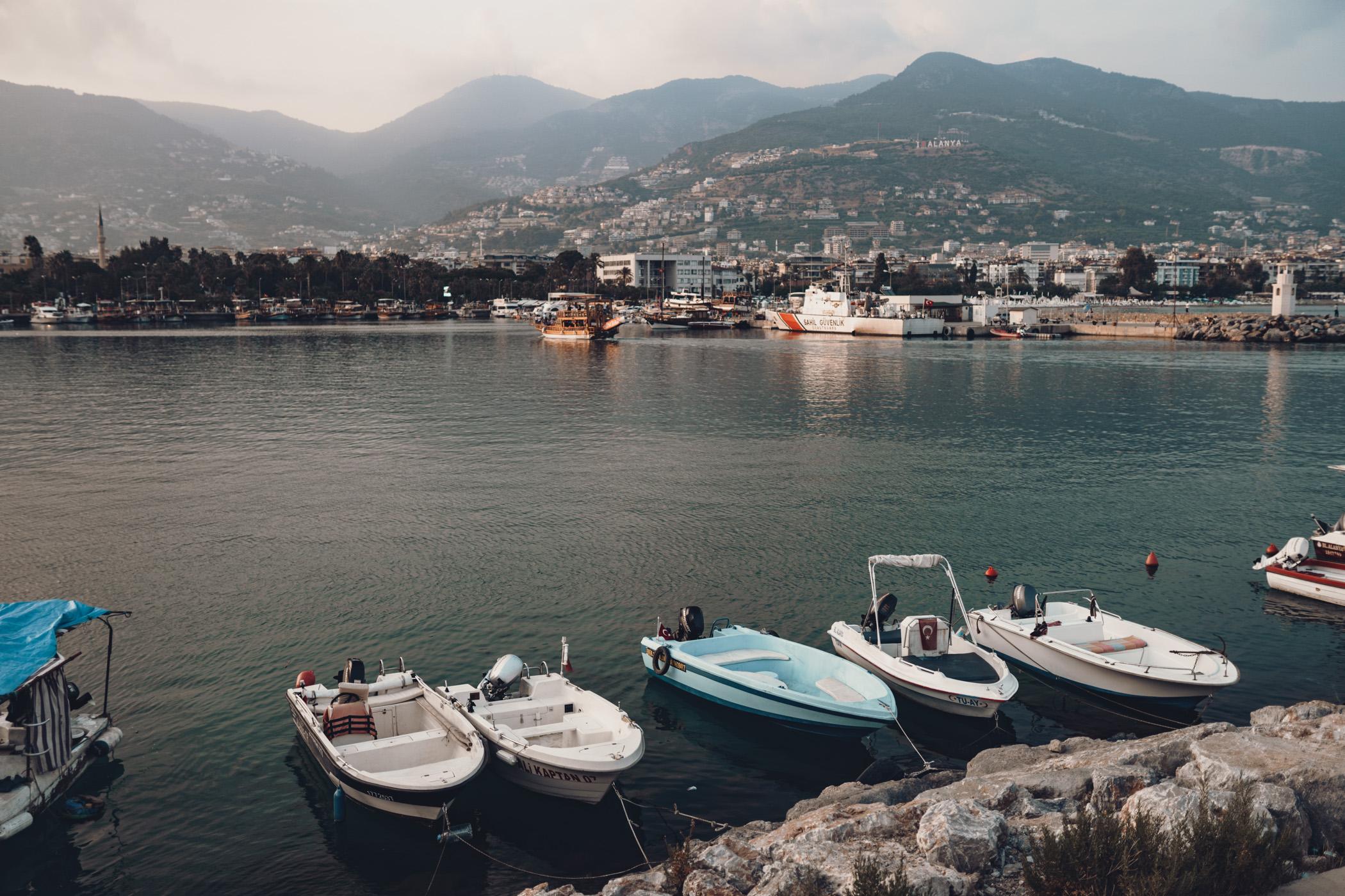 Wczasy w Turcji - Łodzie w porcie Alanya