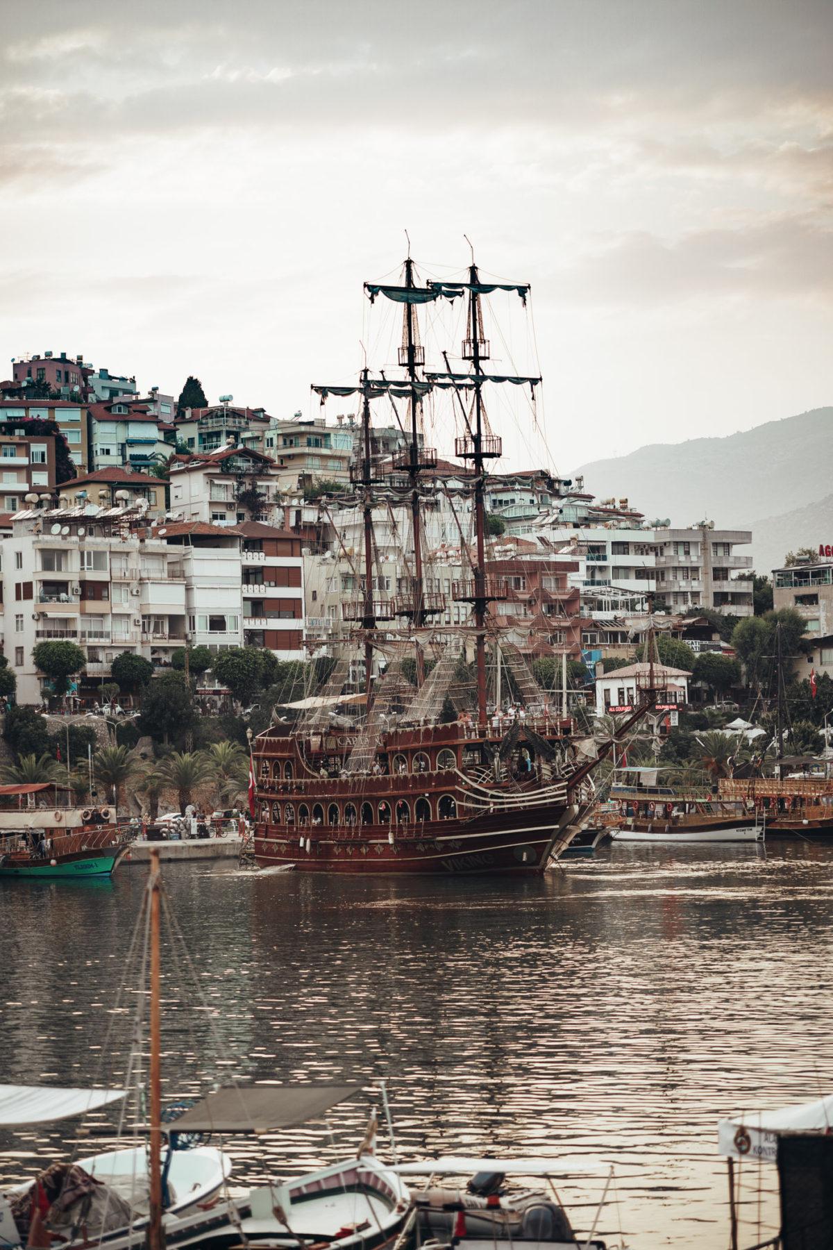 Turcja atrakcje - rejs statkiem pirackim