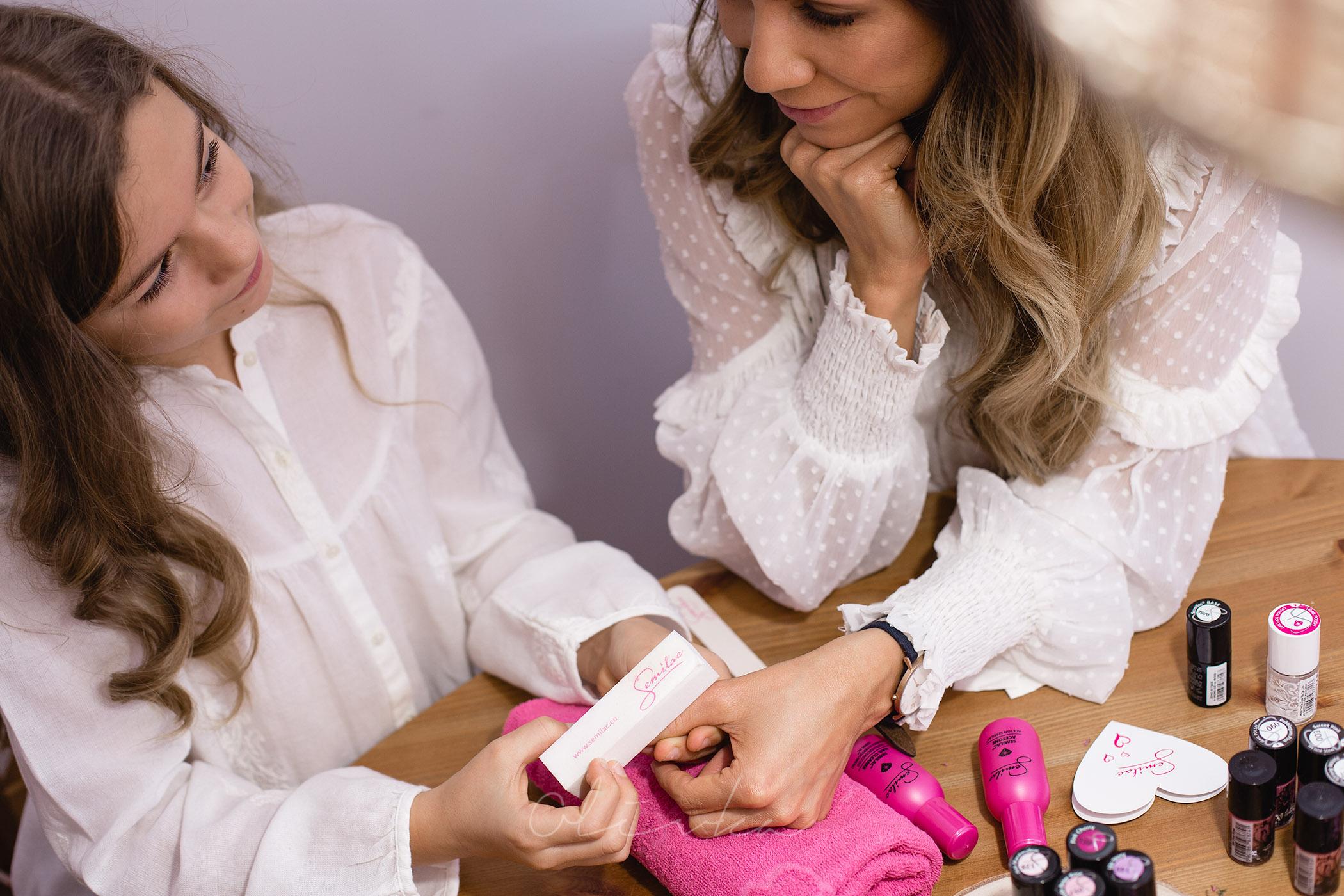 Matowienie paznokci przed nałożeniem bazy pod lakier hybrydowy