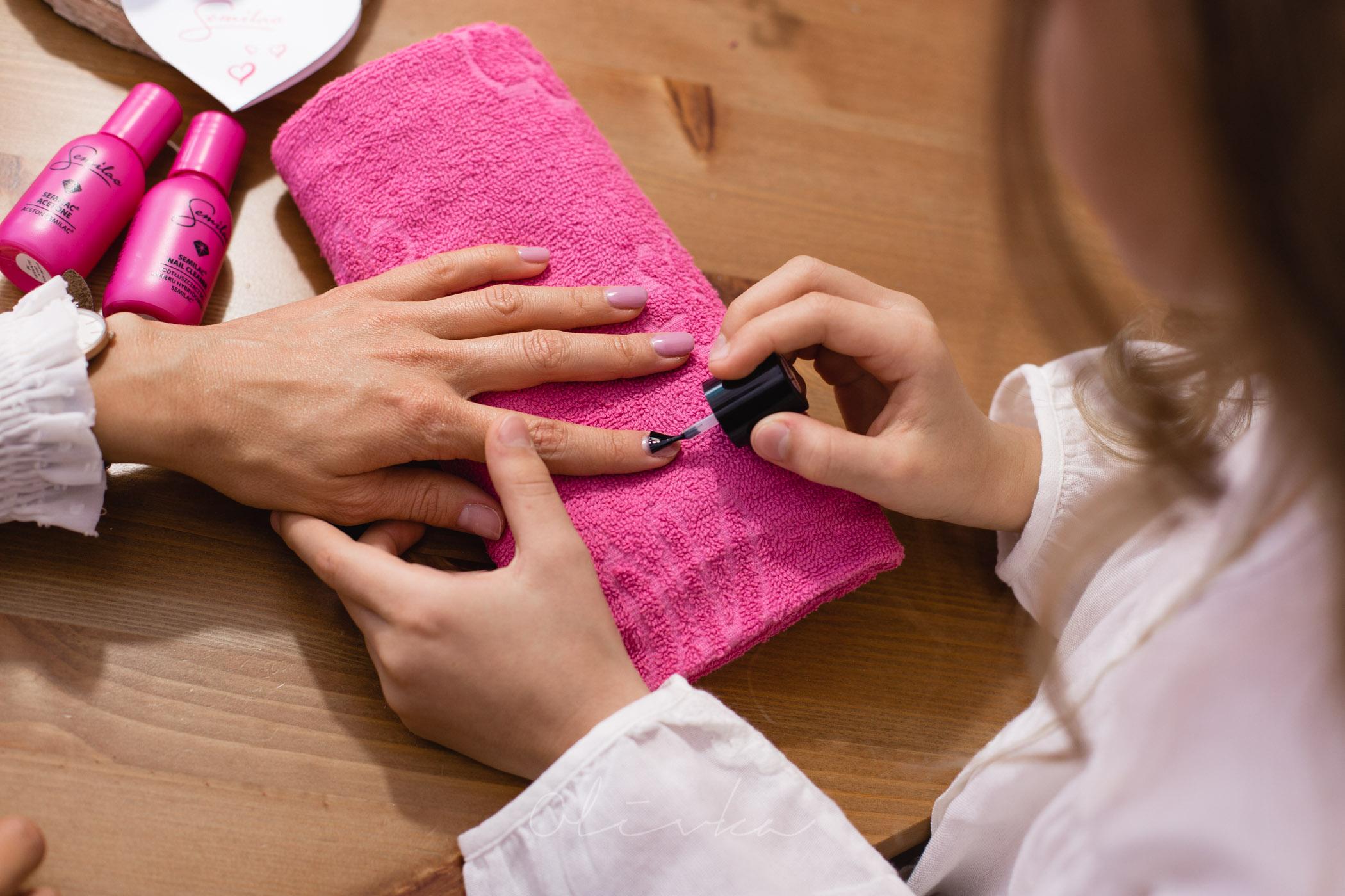 Nakładanie bazy pod lakier hybrydowy
