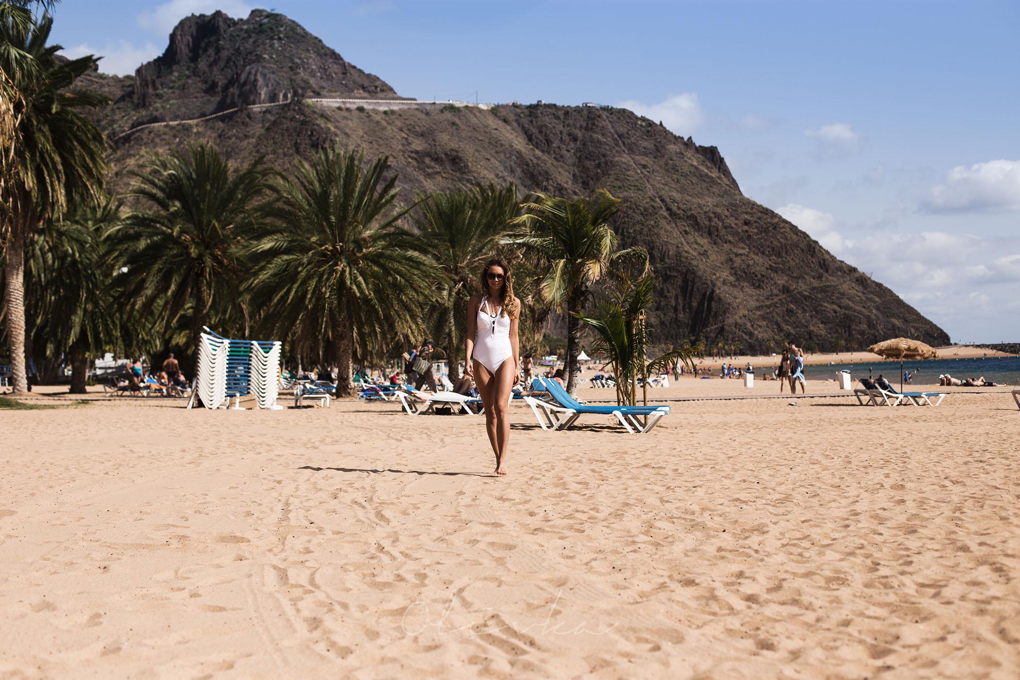 Plaża wśród wzgórz gór Anaga