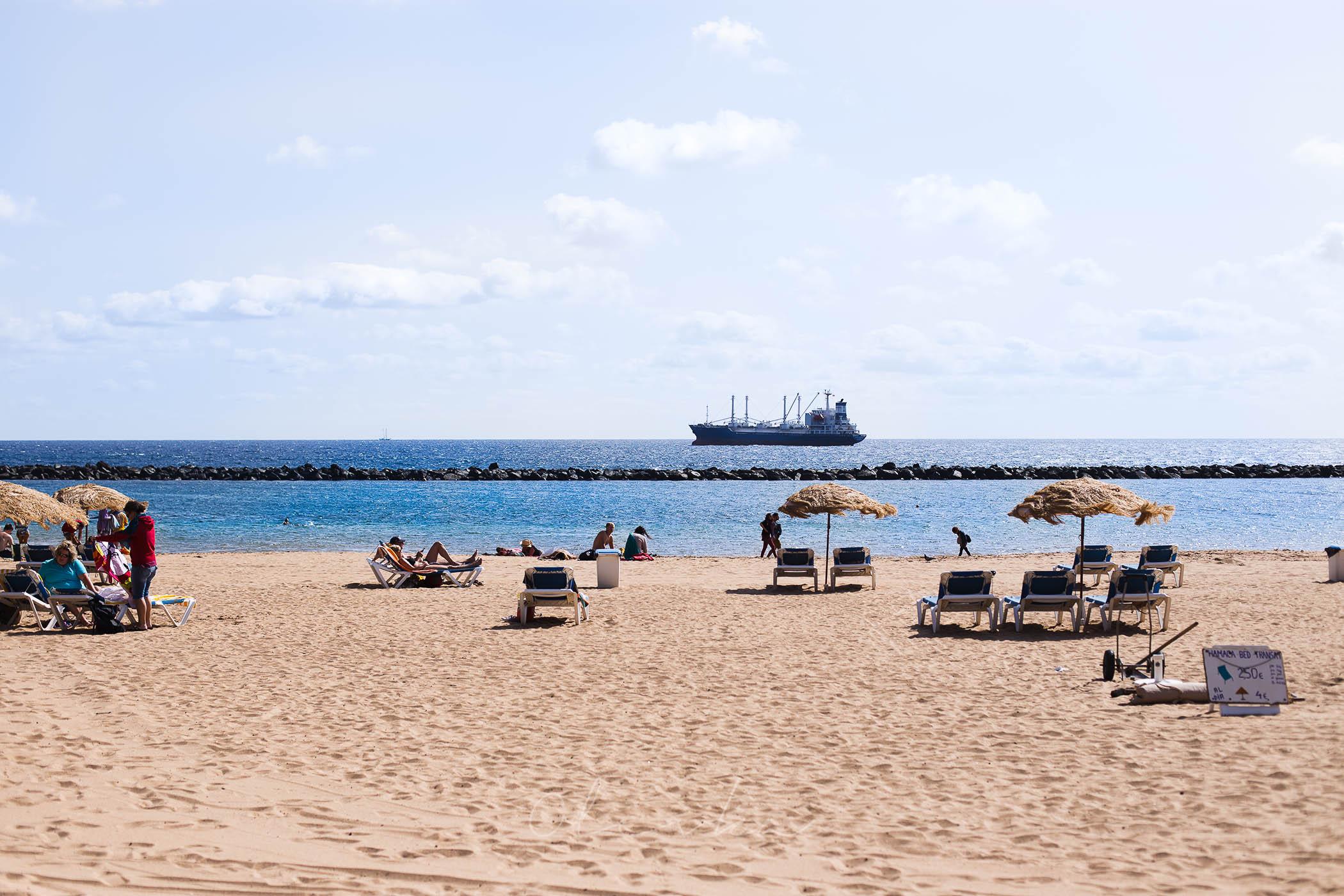 Widok na morze z plaży niedaleko Santa Cruz