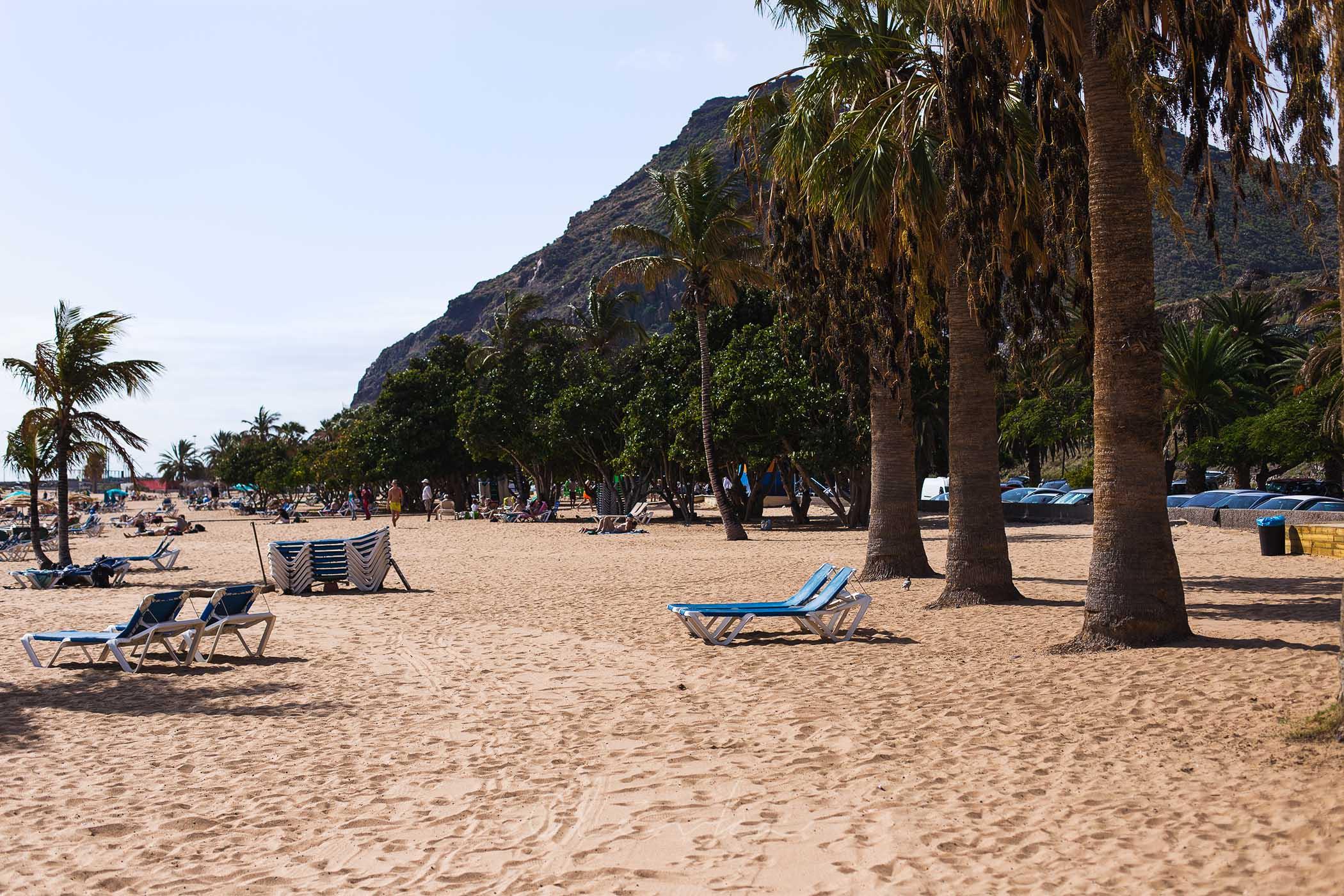 Plamy przy plaży Las Teresitas na Teneryfie