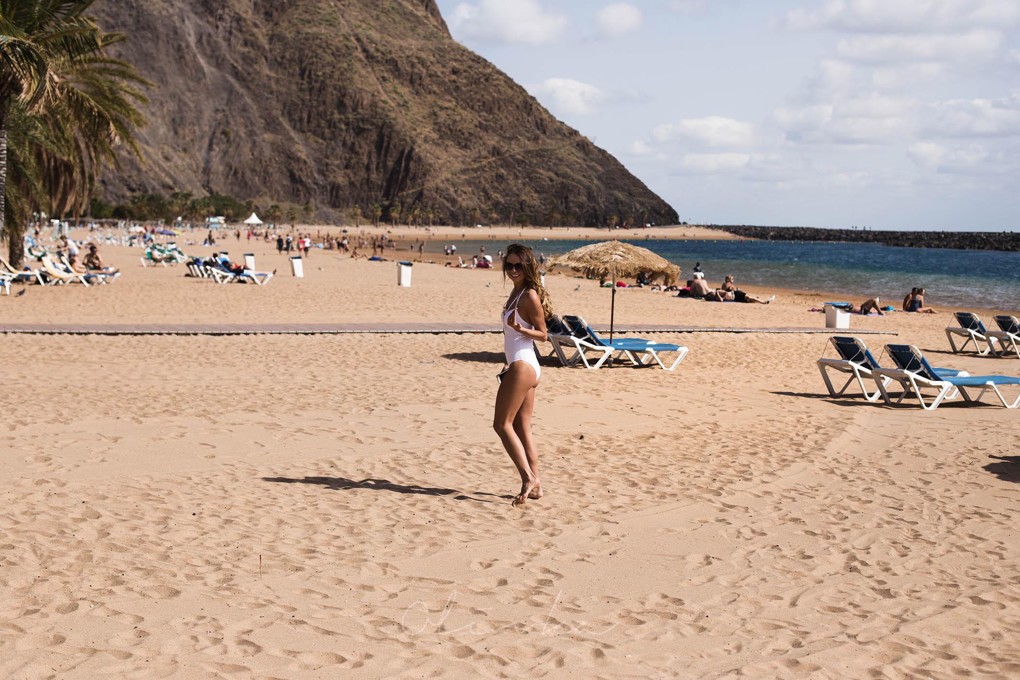 Plaża z saharyjskiego piasku na Teneryfie