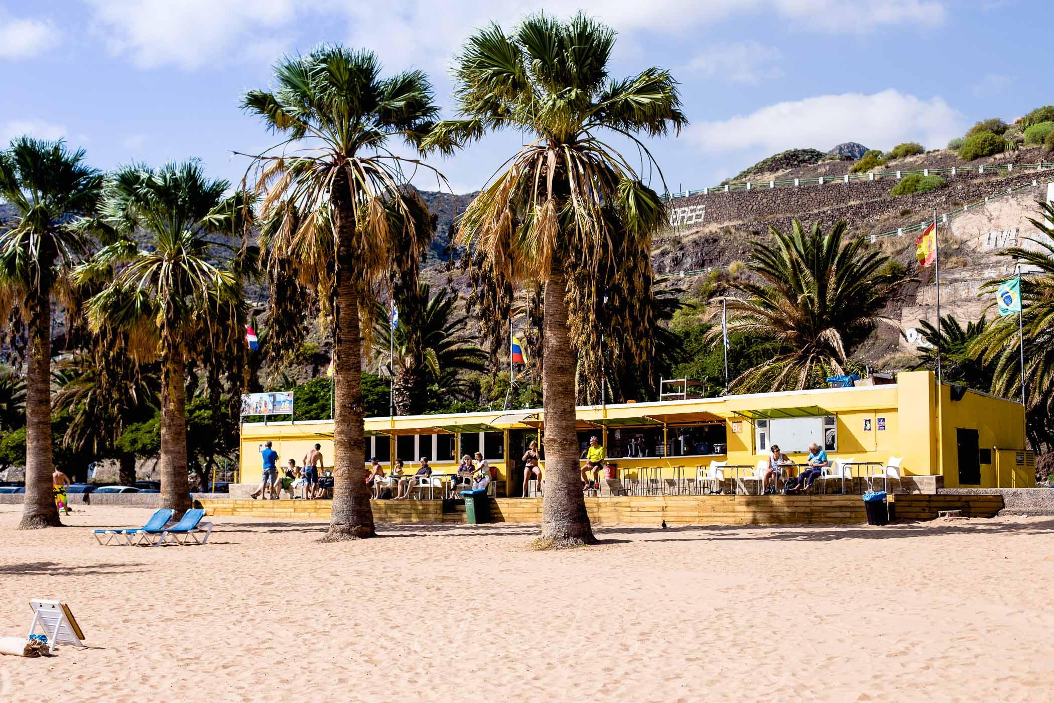 Bar i przebieralnie przy plaży Las Teresitas