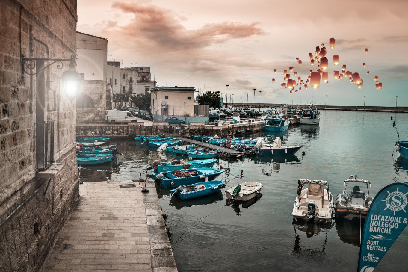 Lampiony nad zatoką w Apulii we Włoszech