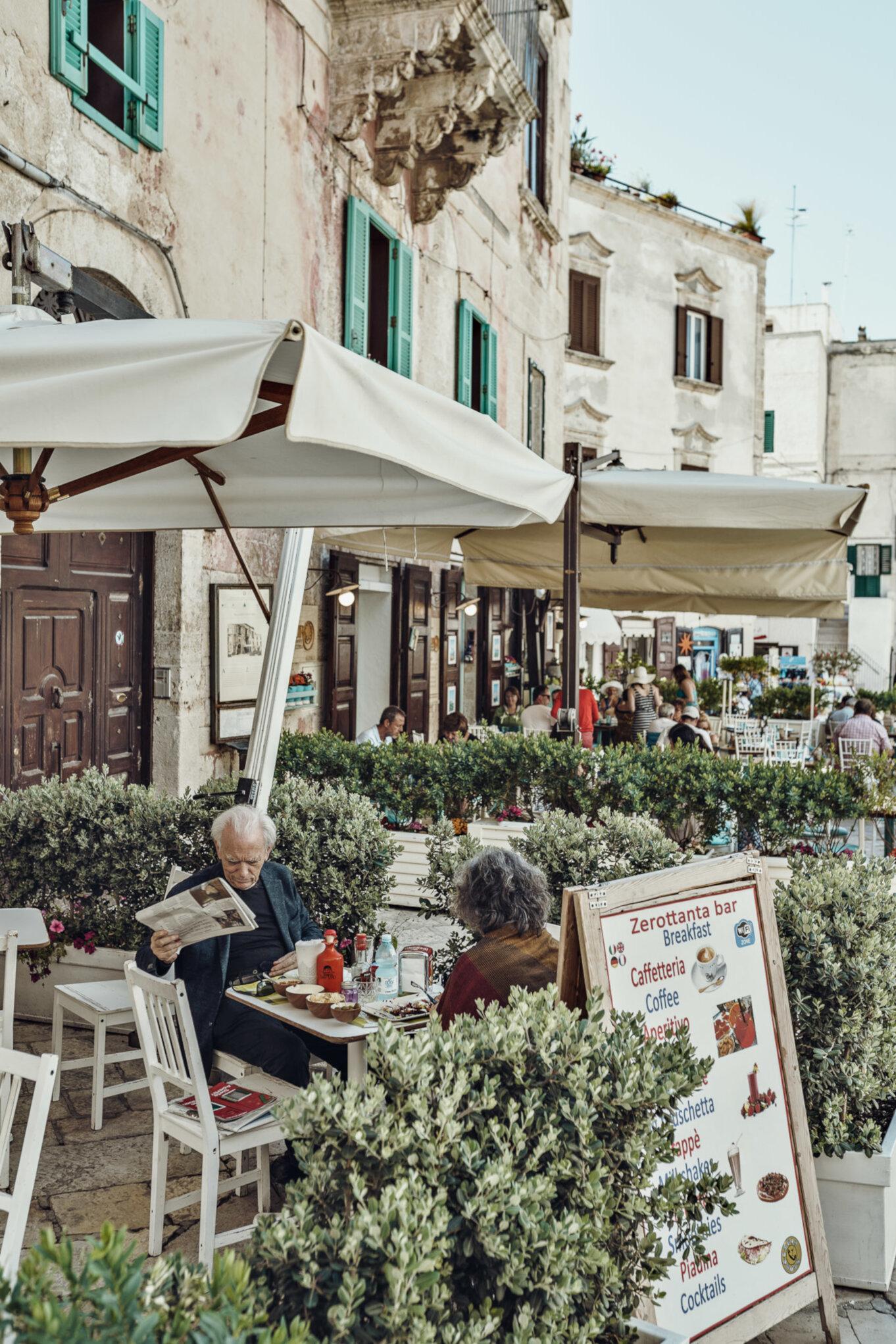 Kawiarniane parasole na Piazza Vittorio Emanuelle II