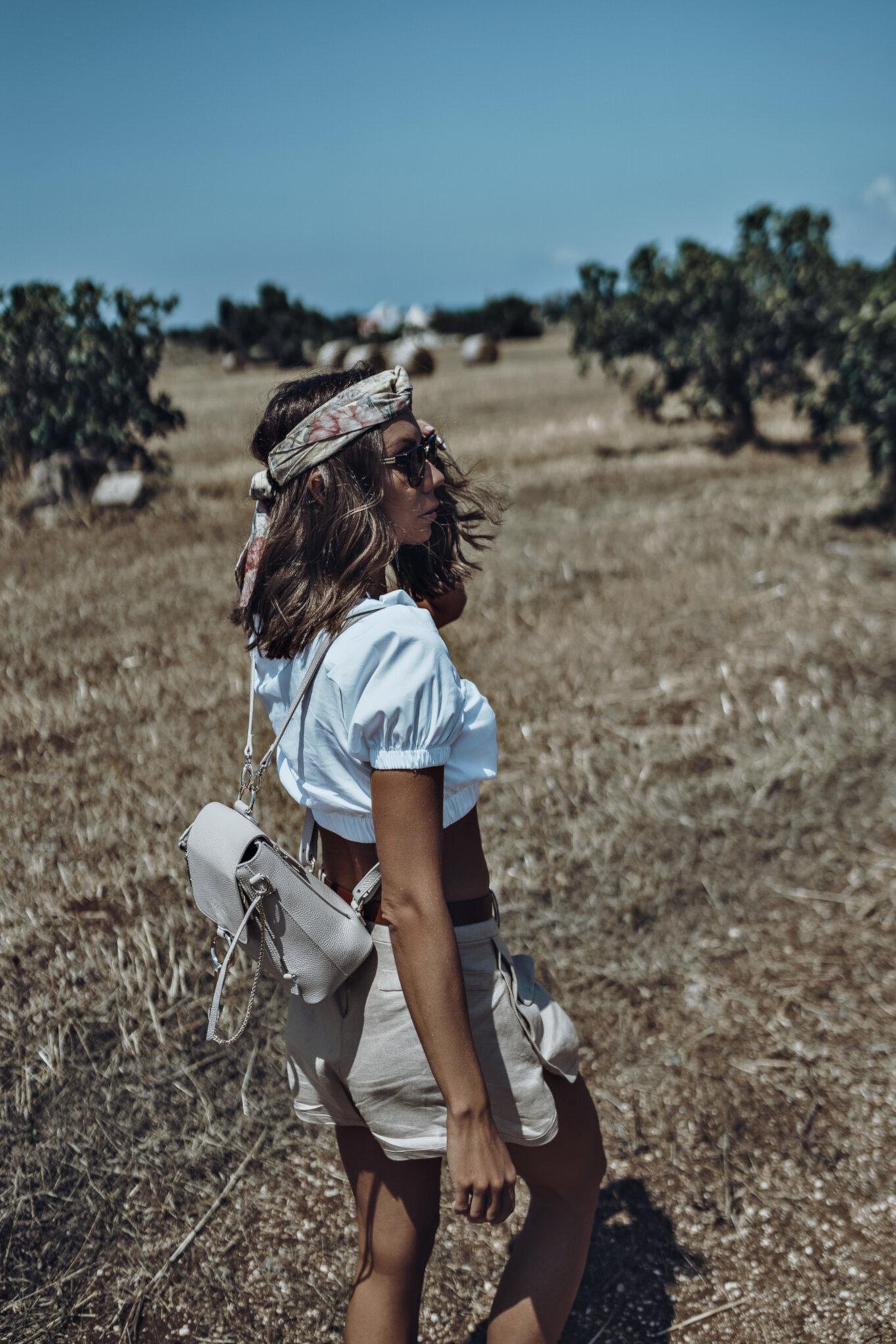 Okulary przeciwsłoneczne i kapelusz to konieczne dodatki w takie upalne włoskie dni