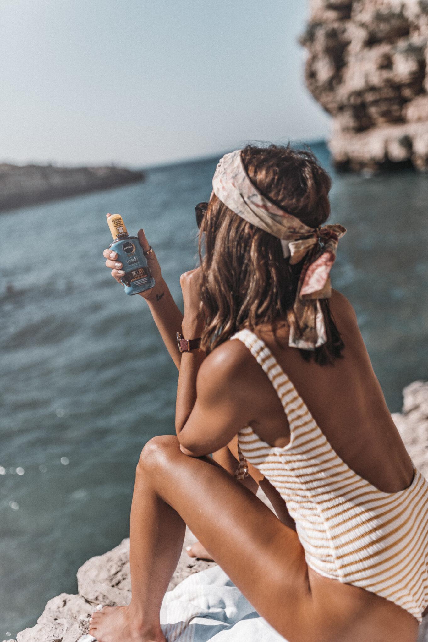 Kąpiel słoneczna na włoskiej plaży w Apulii