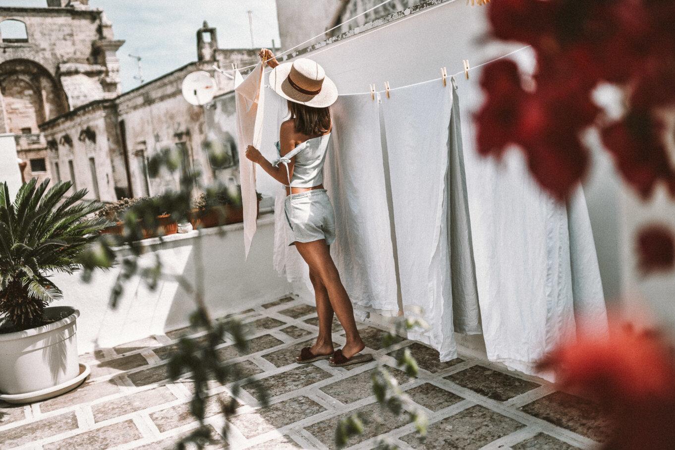 Suszące się pranie na jednym z apulijskich tarasów