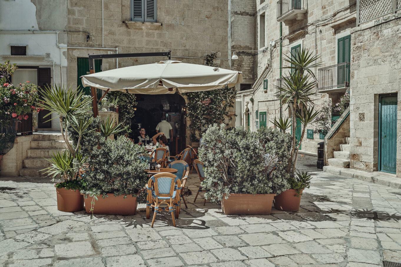 Zwiedzając Apulię warto odwiedzić słoneczne Polignano a Mare