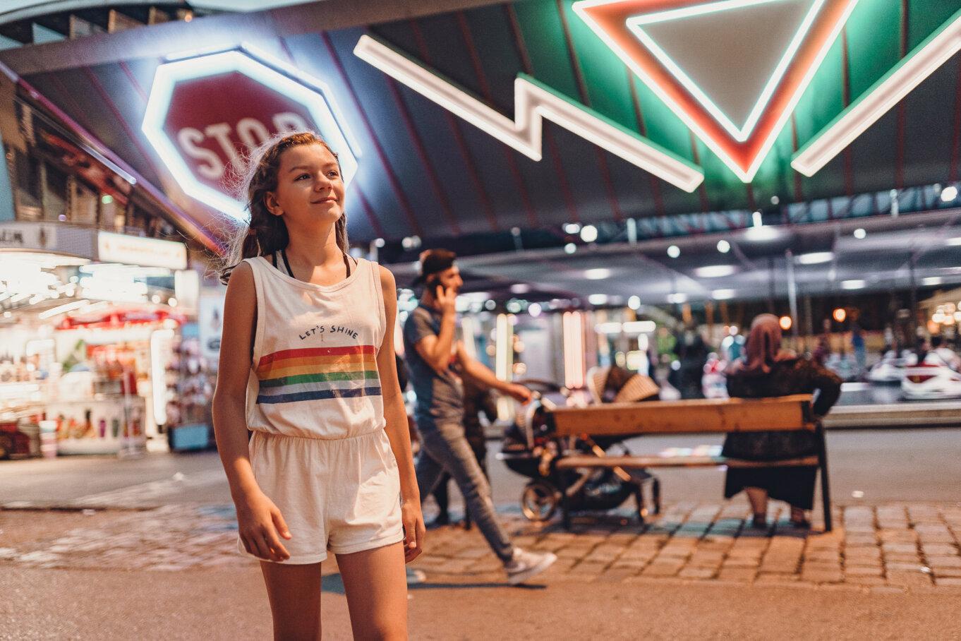 Prater Park rozświetlony kolorowymi neonami