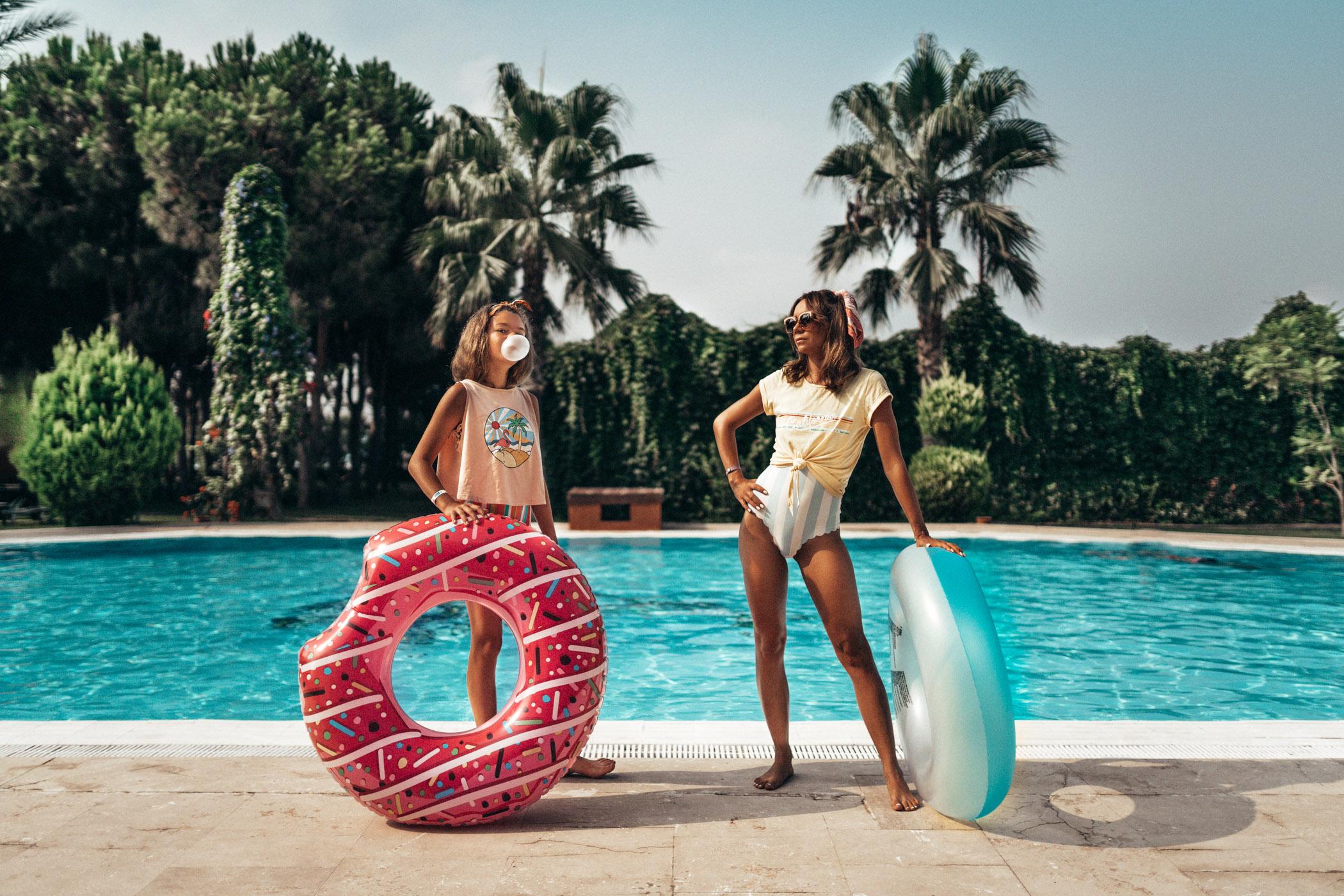 Wakacje w Turcji - sesja przy basenie