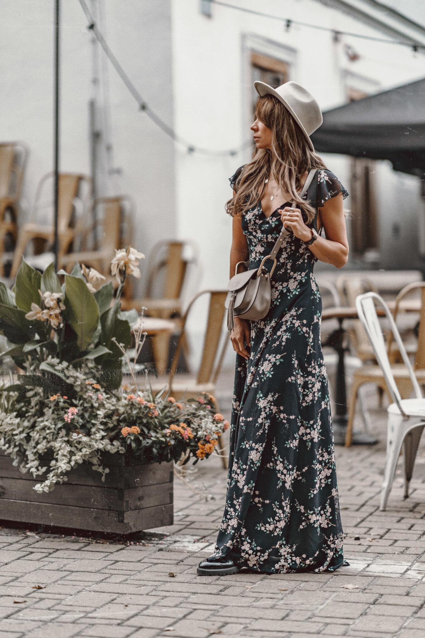 Sukienka maxi: stylizacje na jesień