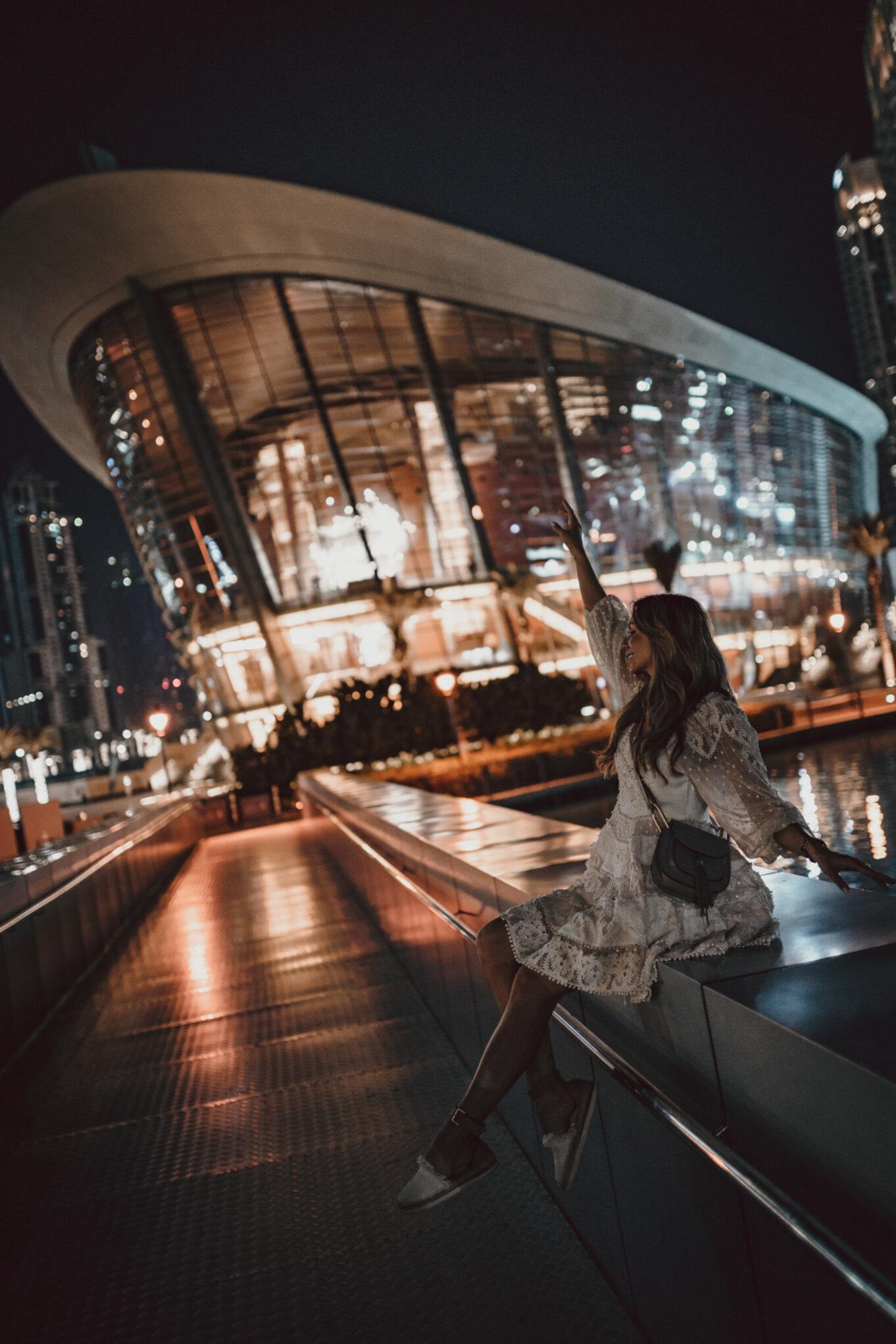 Opera w Dubaju nocą