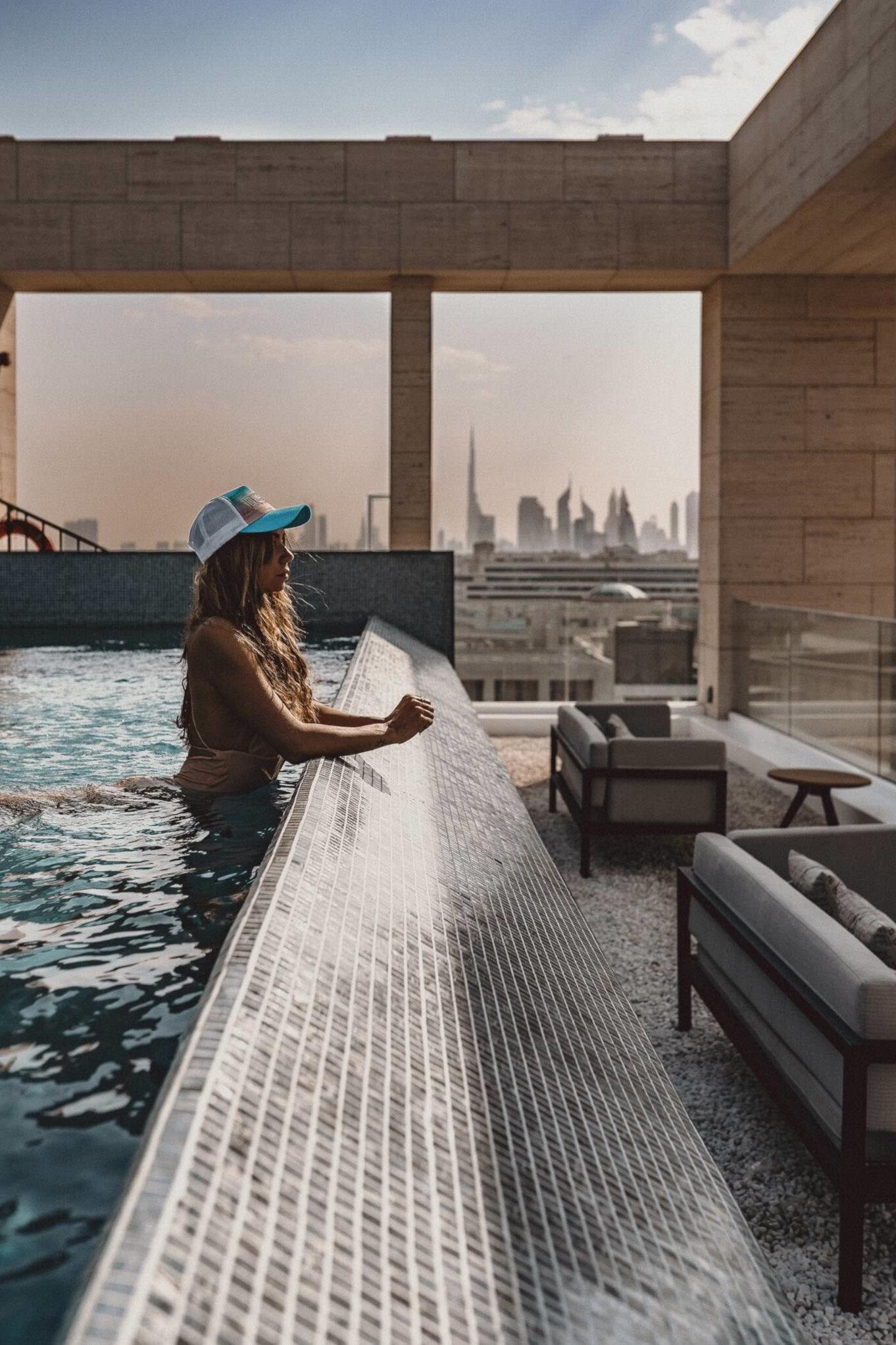 Zdjęcie w hotelowym basenie