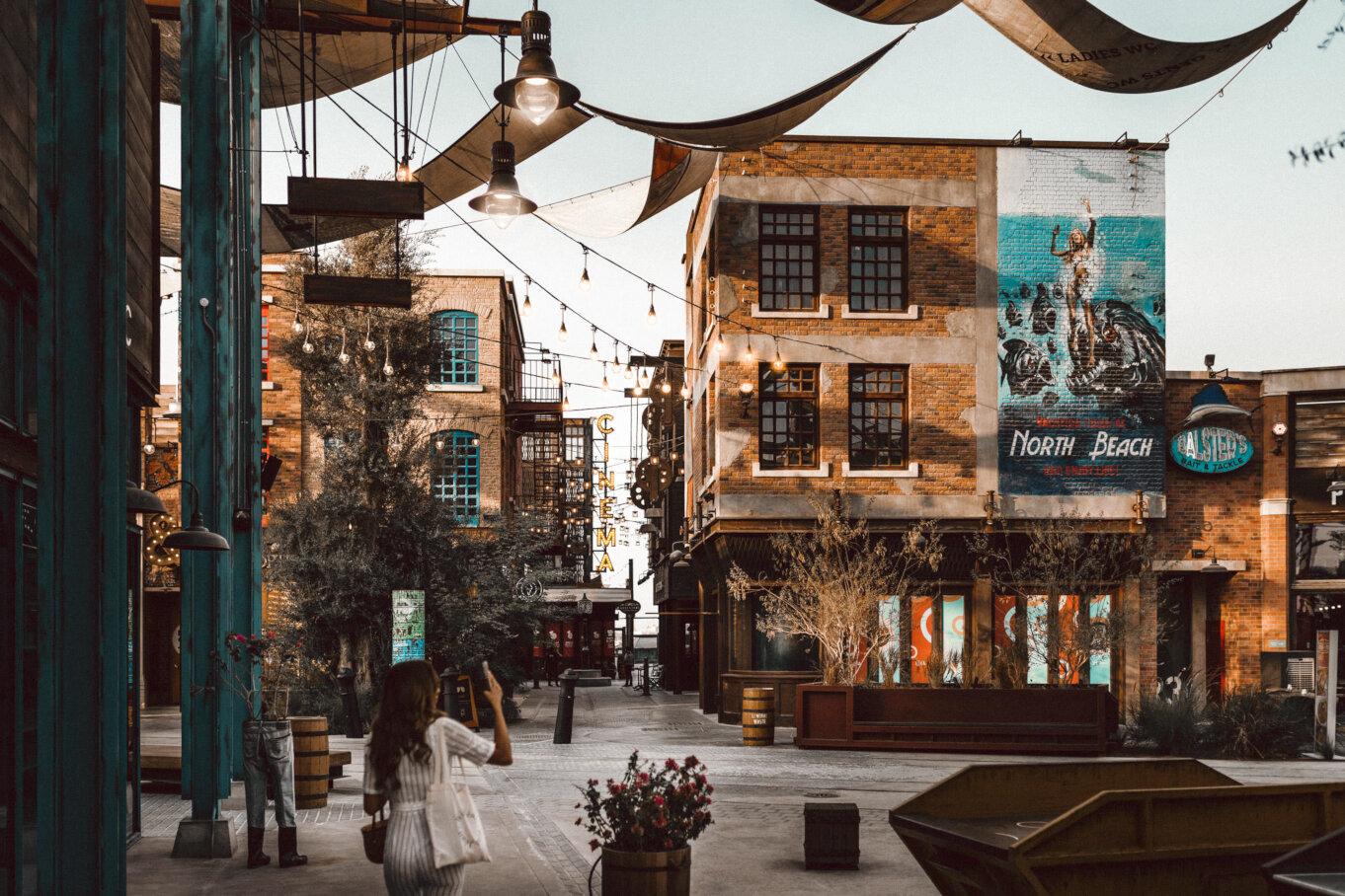 Sklepy i restauracje w La Mer w Dubaju