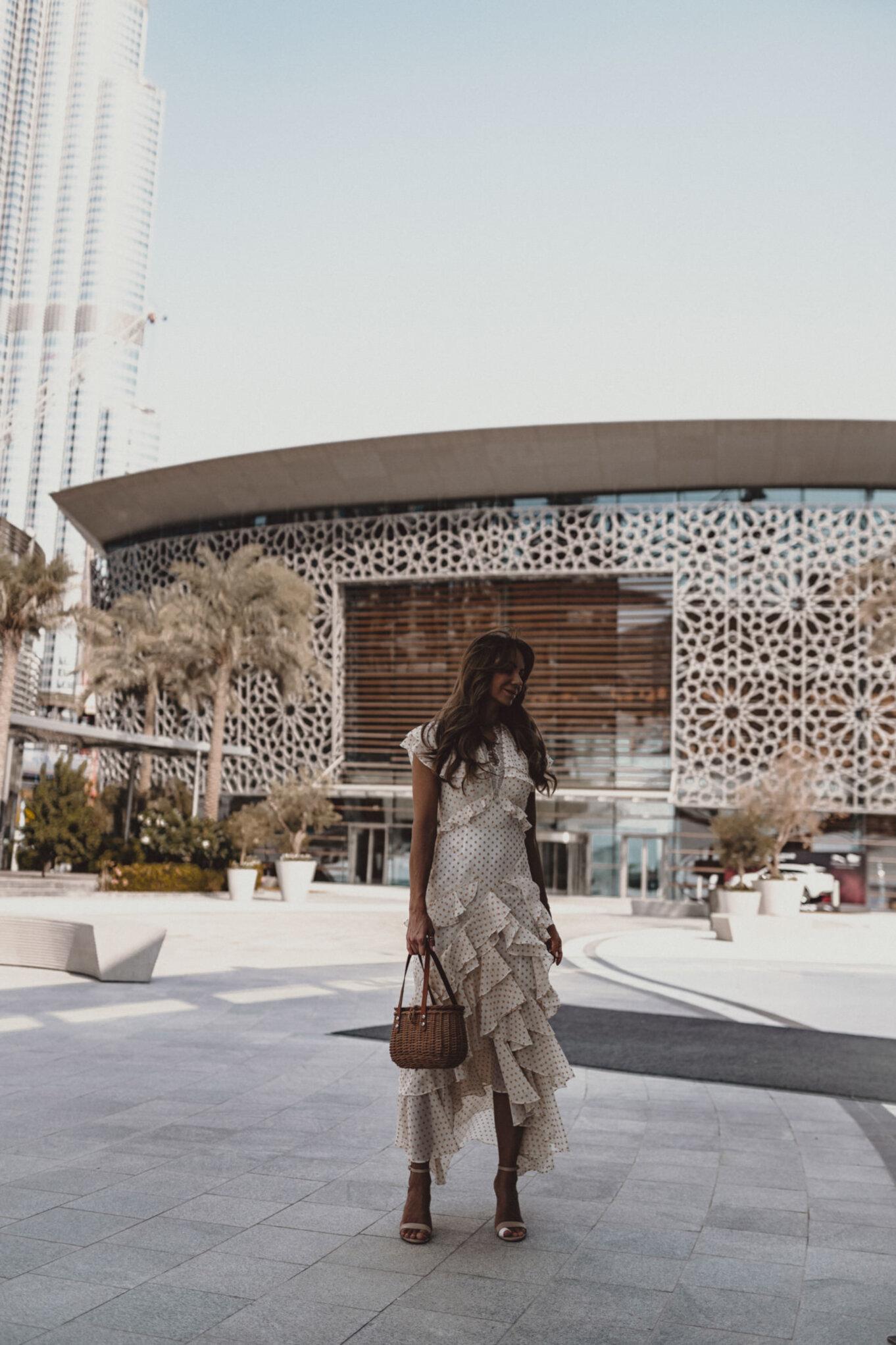 Przed budynkiem Opery w Dubaju