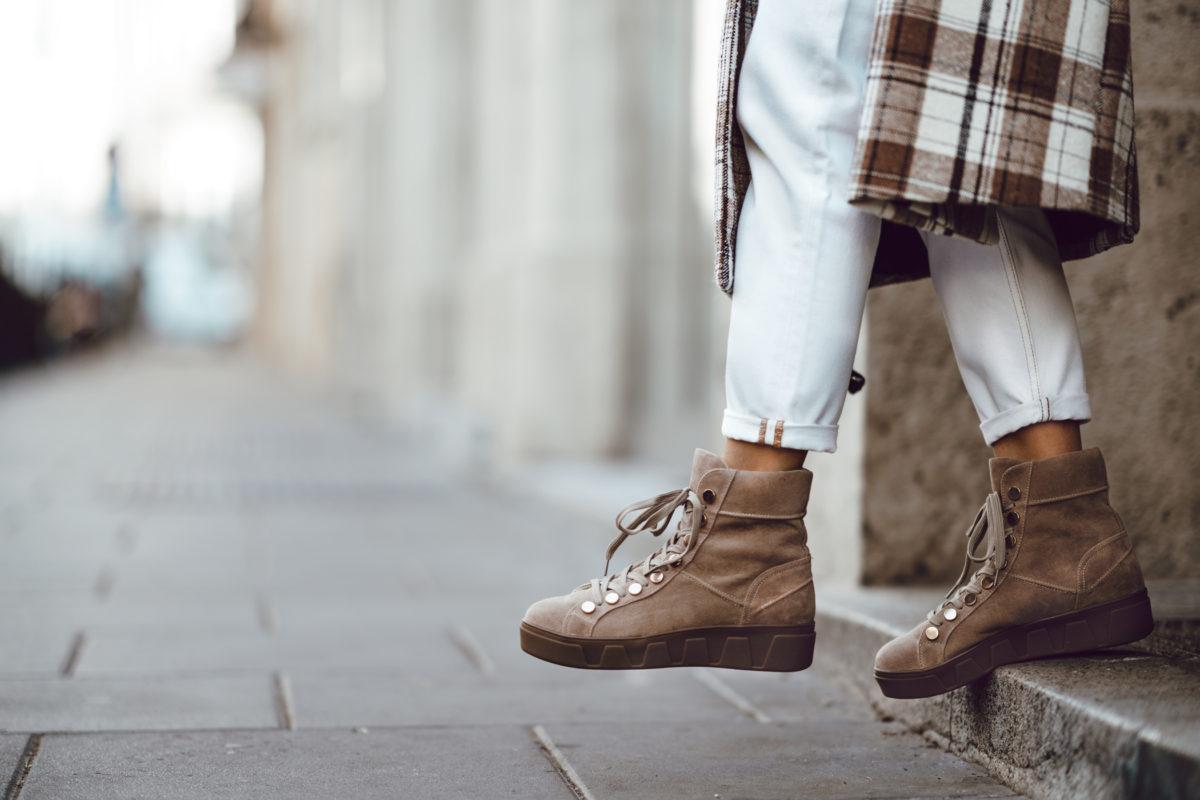 OOTD | Krata + białe spodnie
