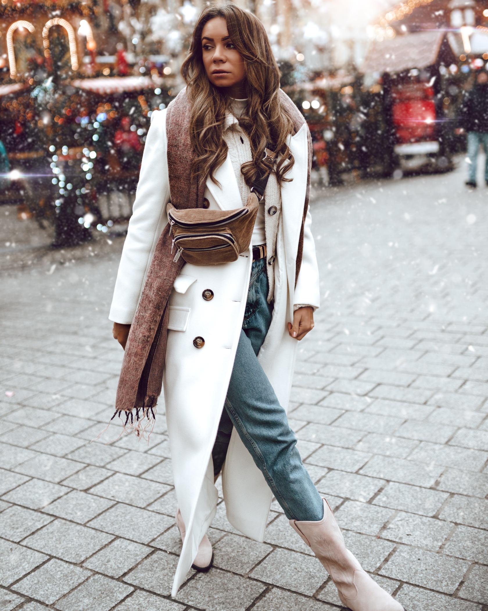 płaszcz divya nguyen, spodnie wrangler, kowbojki