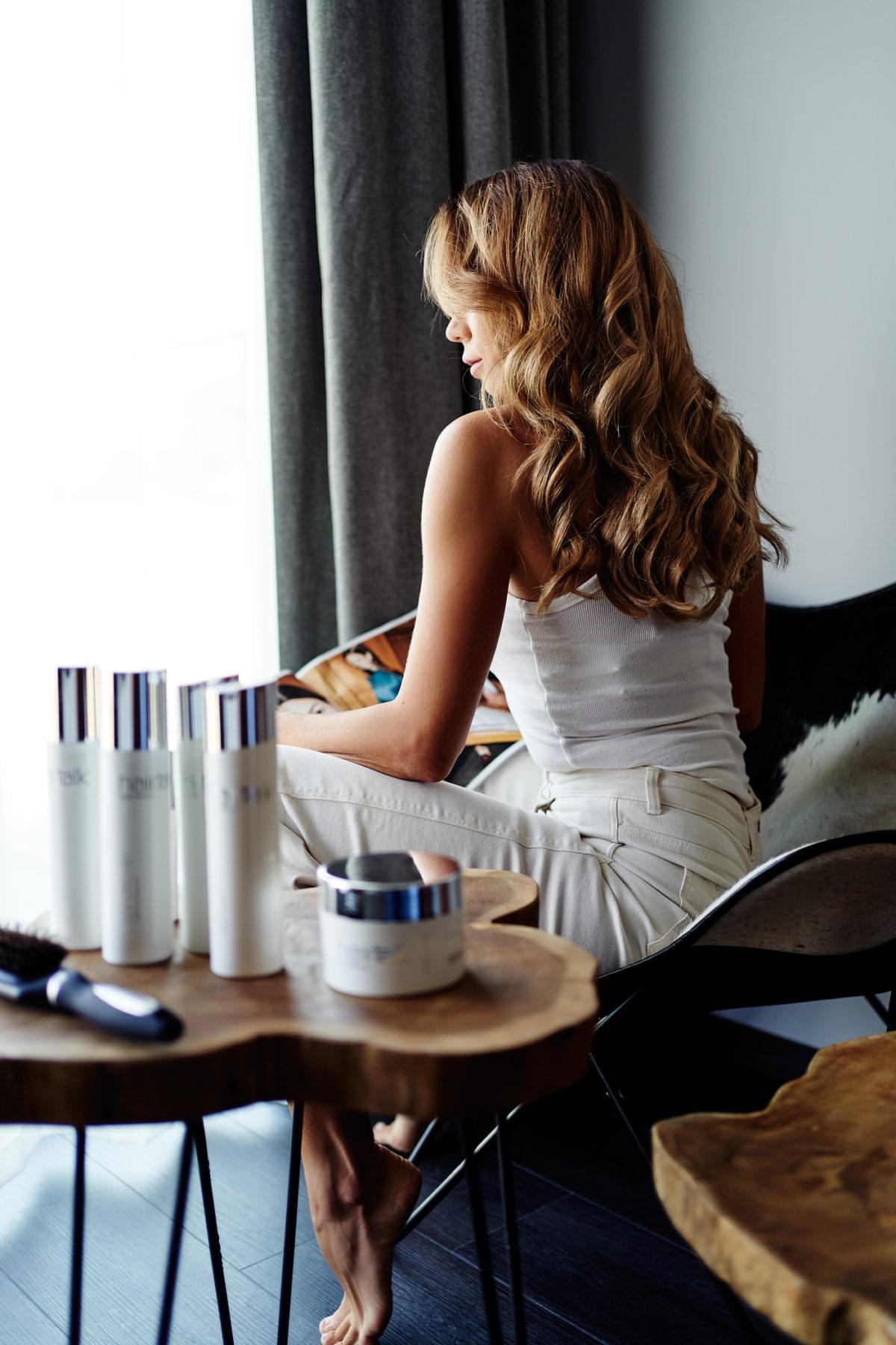 Odpowiednia pielęgnacja włosów przedłużanych hairtalk