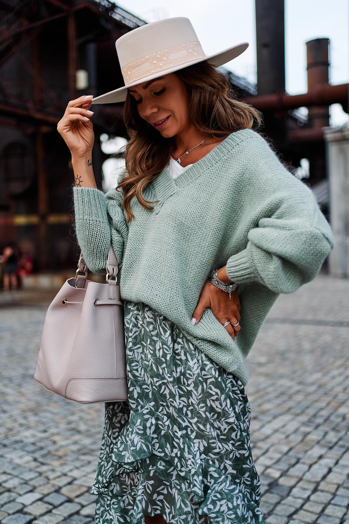 sweter close, spódnica clooe