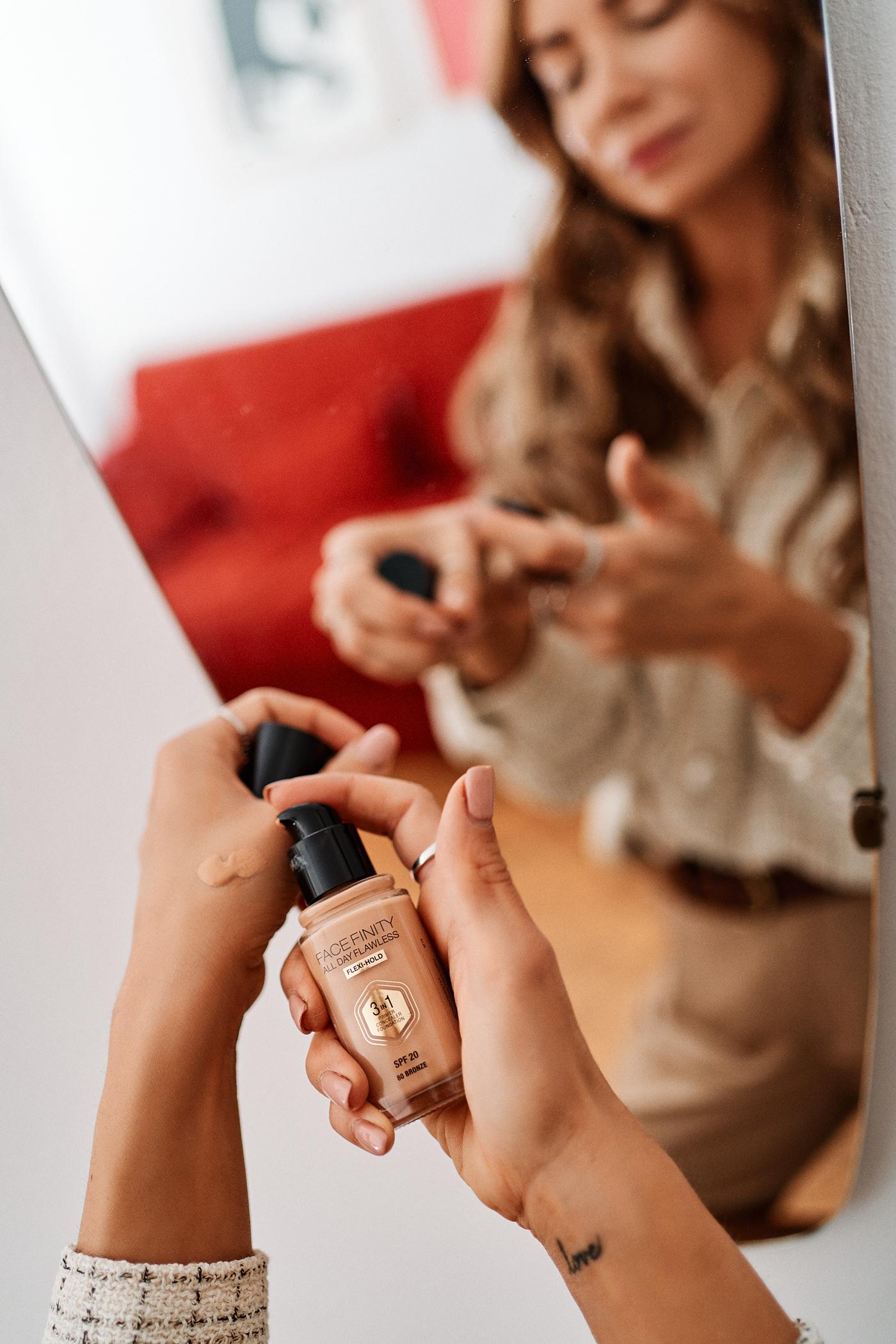 Podkład Max Factor Facefinity All Day Flawless 3 w 1 to podkład z filtrem SPF 20, który sprawi, że Twój makijaż świąteczny będzie także chronił Twoją skórę