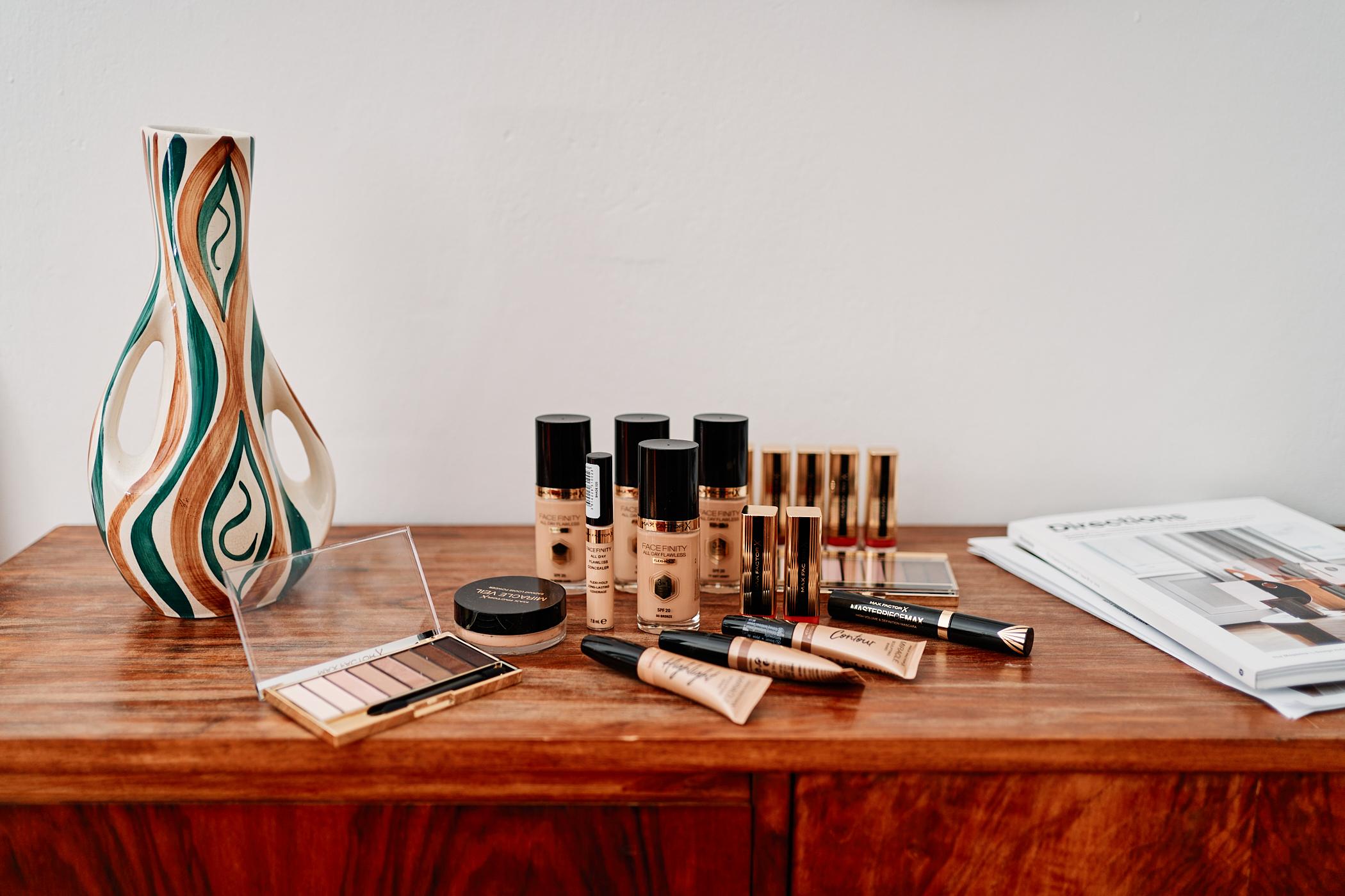 Stwórz wyjątkowy makijaż świąteczny – poznaj kosmetyki Max Factor i wykonaj makijaż na wigilię krok po kroku